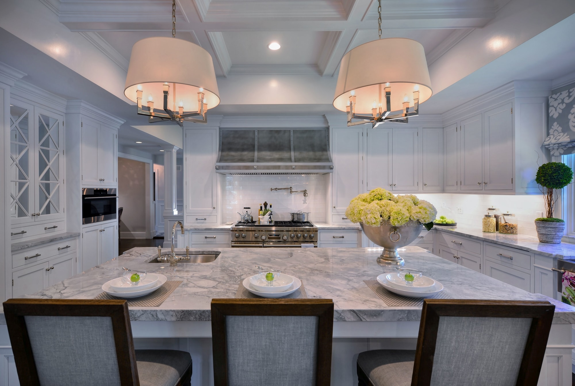 Transitional style kitchen with sink and faucet at the center island