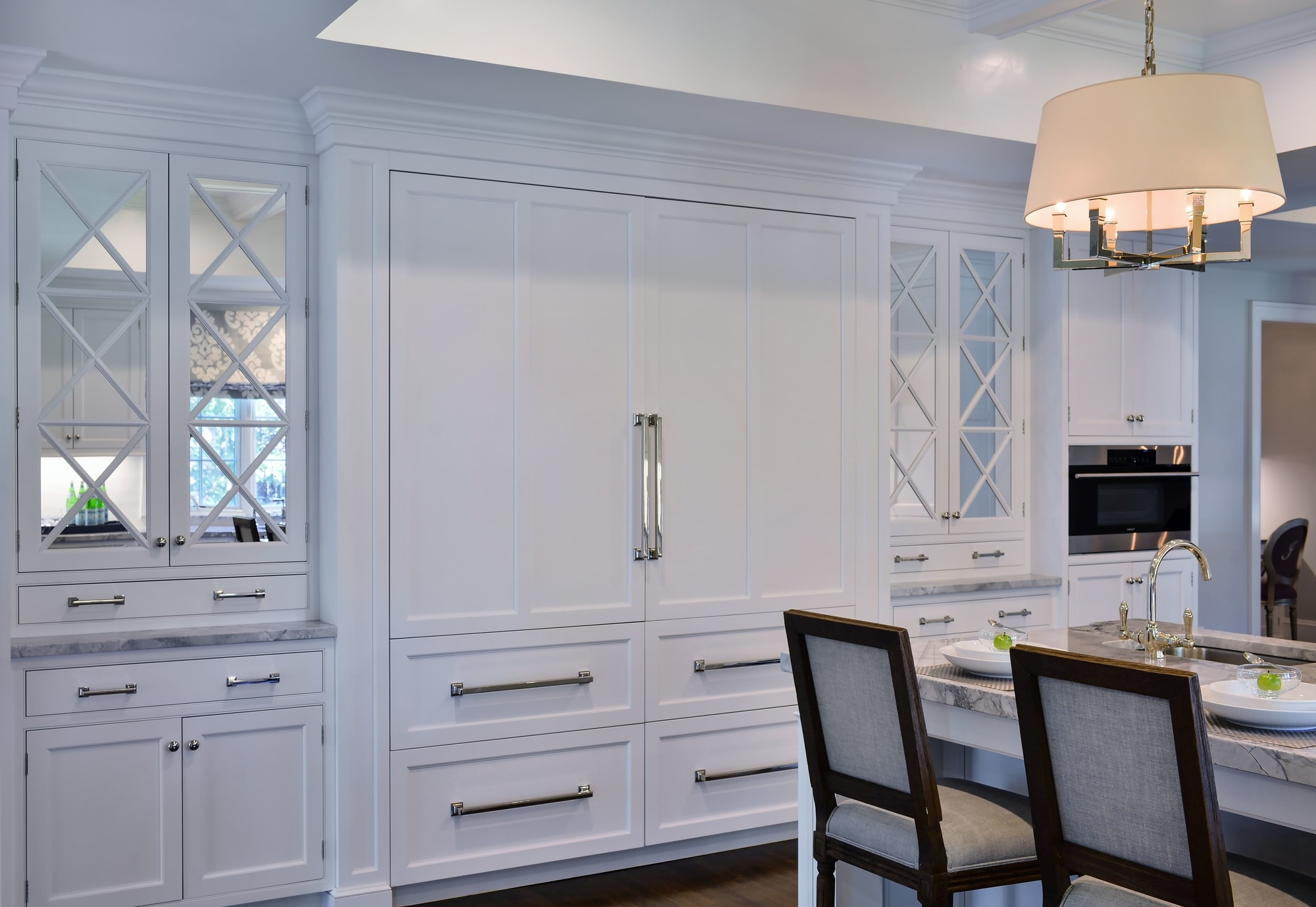 Transitional style kitchen with large cabinet and pull out drawers