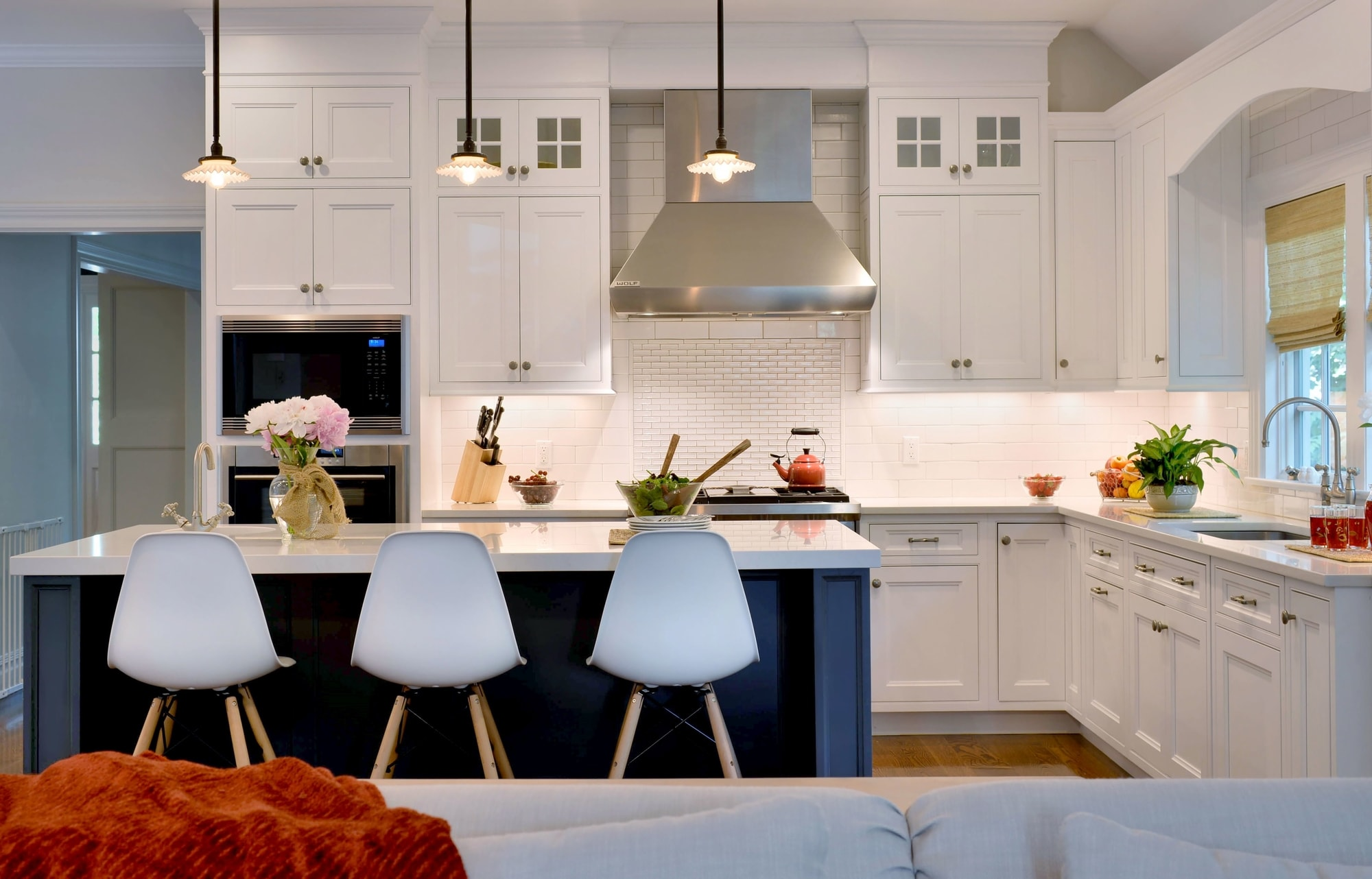 Transitional style kitchen with a center island and three pendant light fixtures