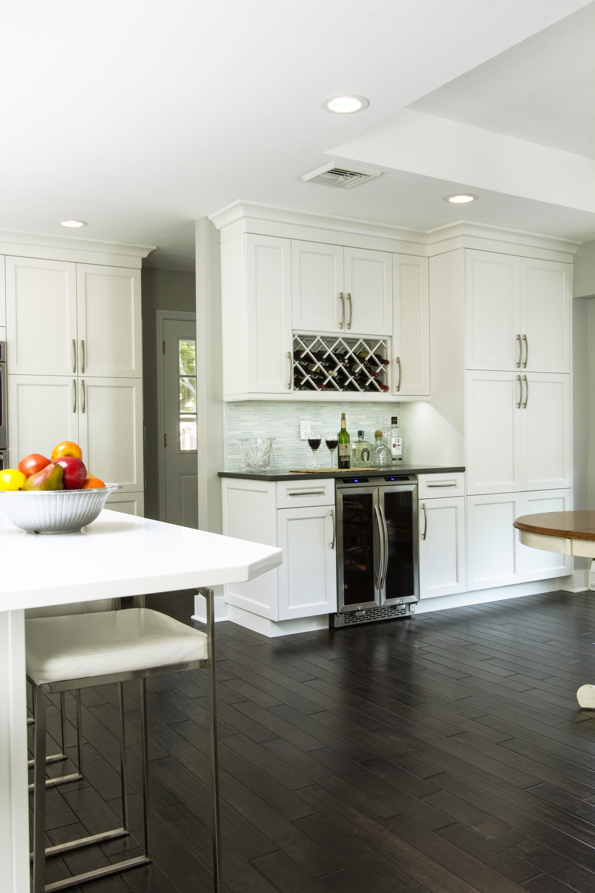 Transitional style kitchen with high ceiling