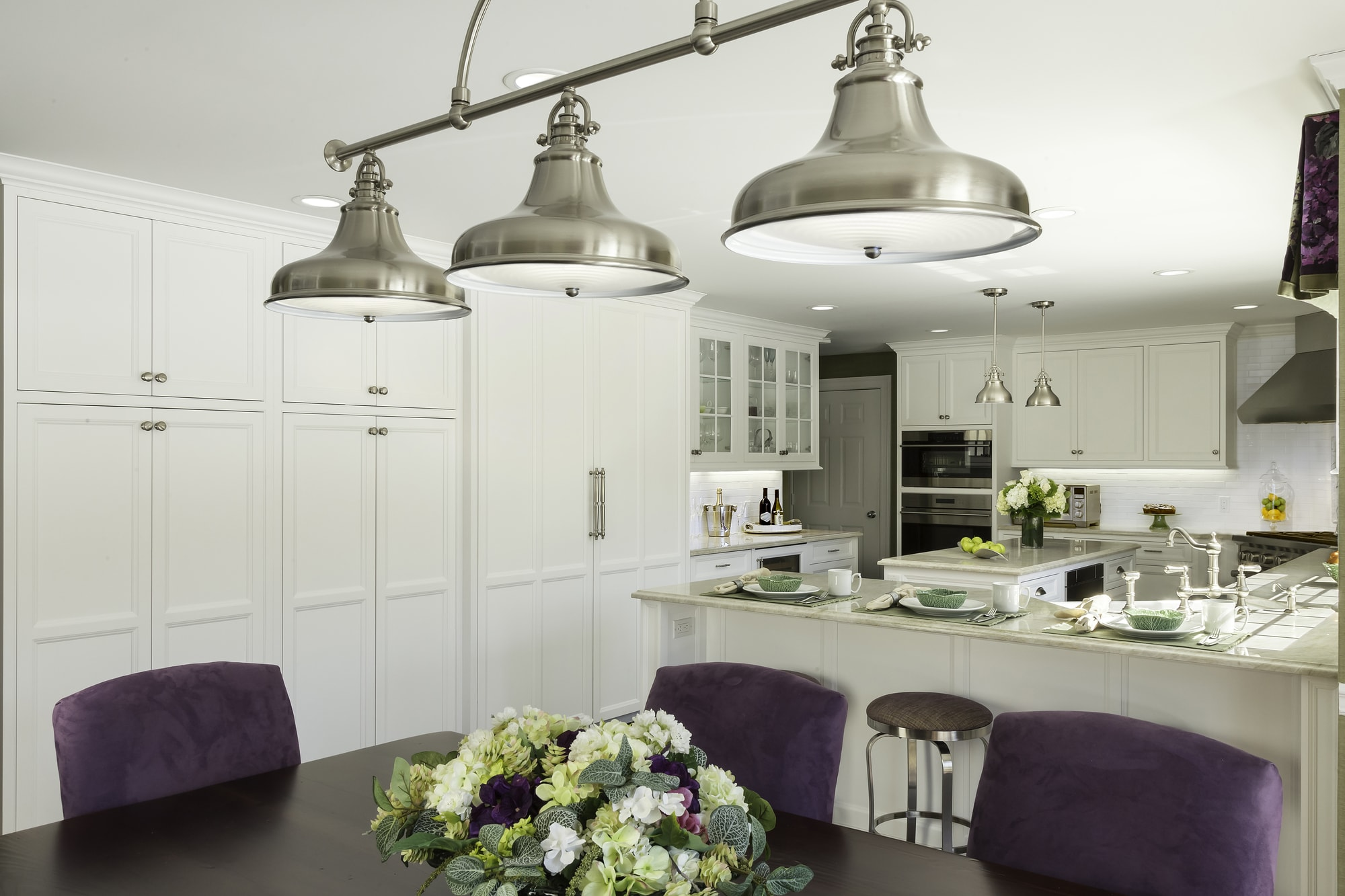 Transitional style kitchen with three pendant fixtures