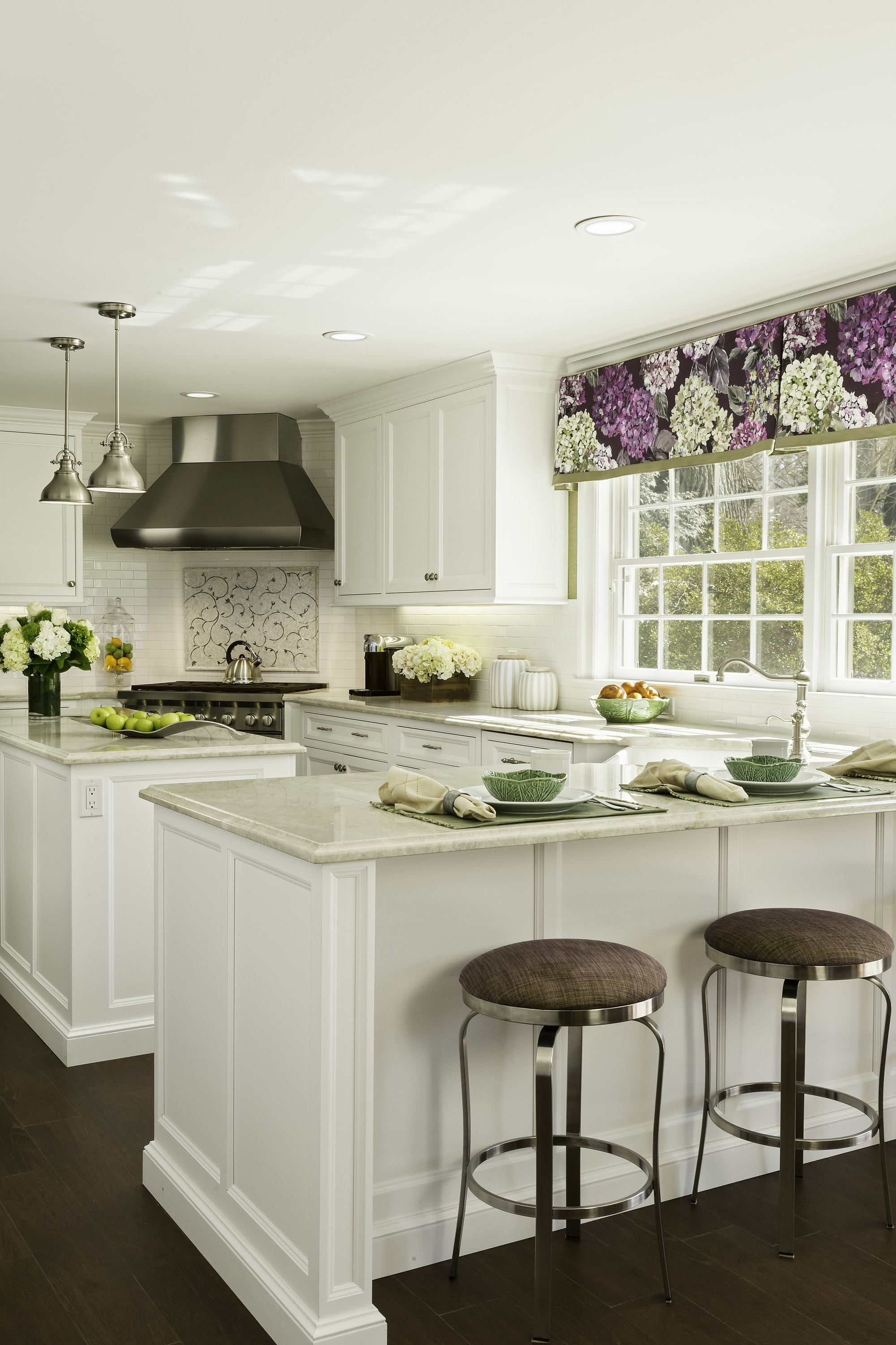 Transitional style kitchen with counter and two counter stools