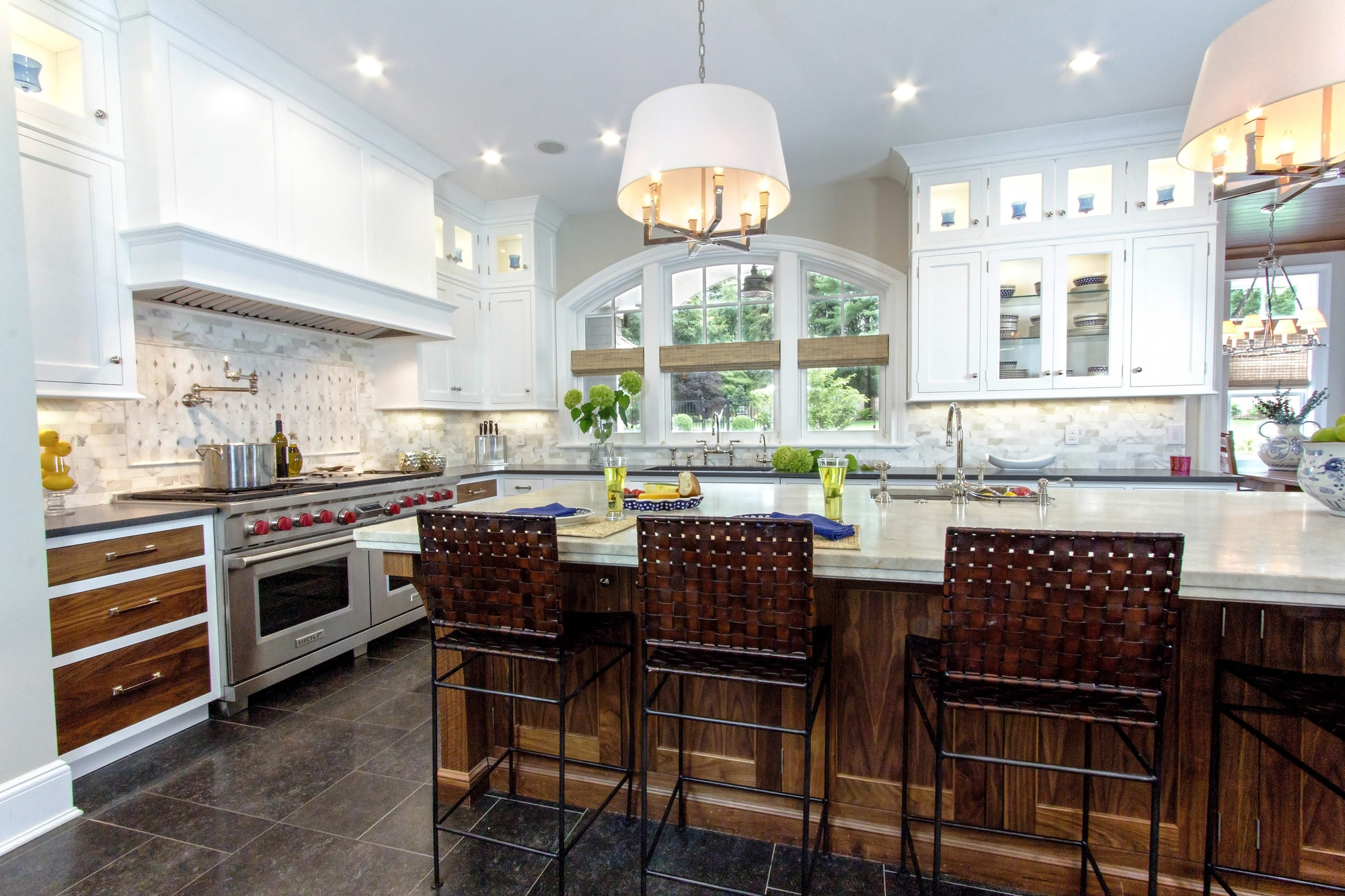 Transitional style kitchen with center kitchen island