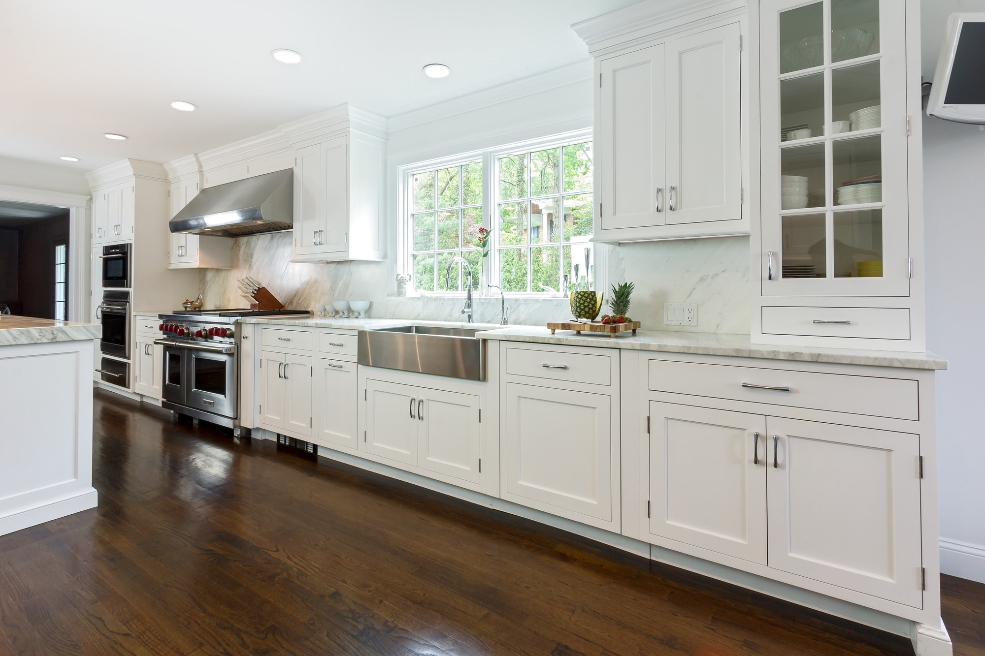 Transitional style kitchen with plenty of pull out drawers and cabinets