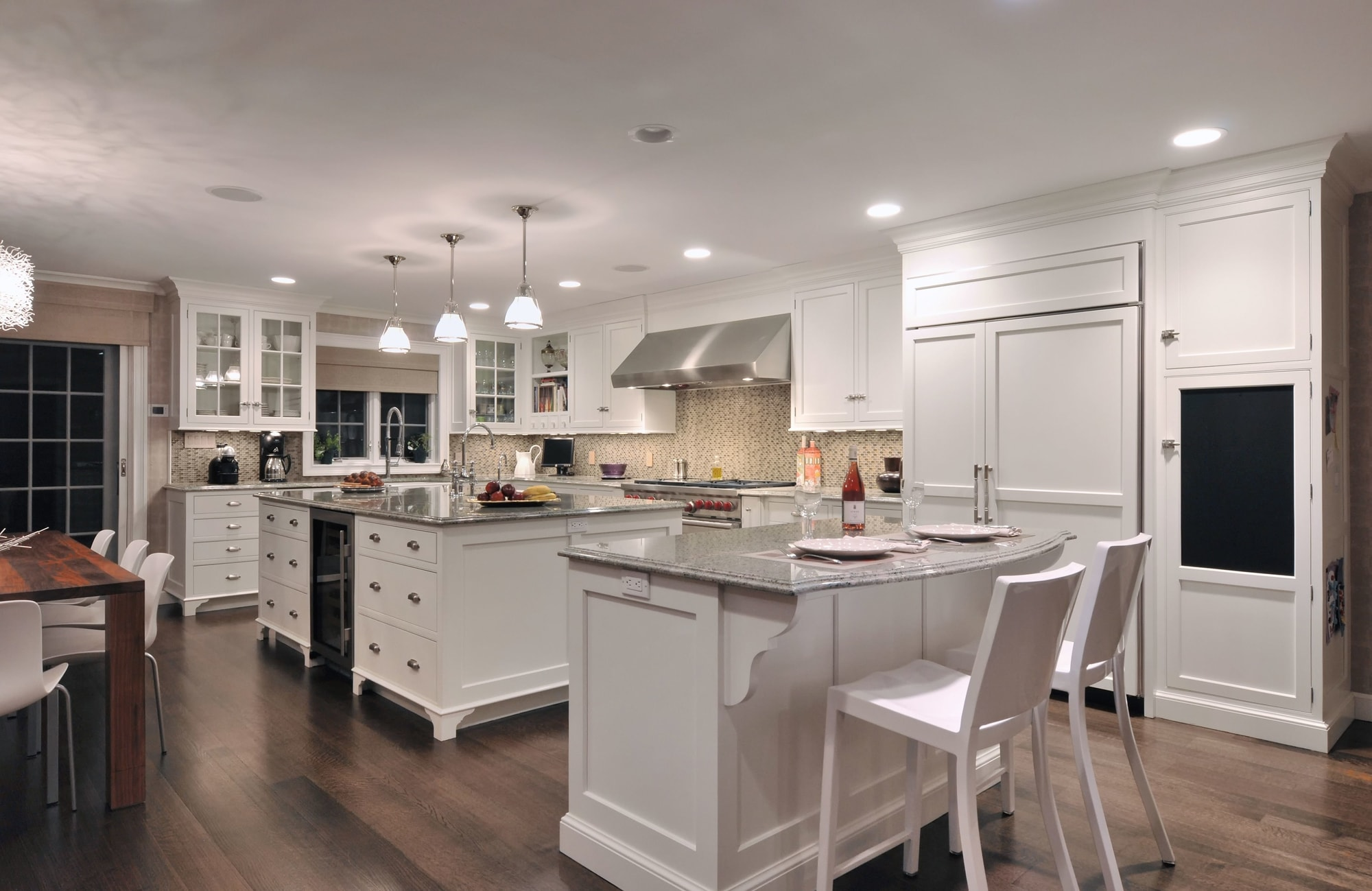 Transitional style kitchen with kitchen counter and counter stools