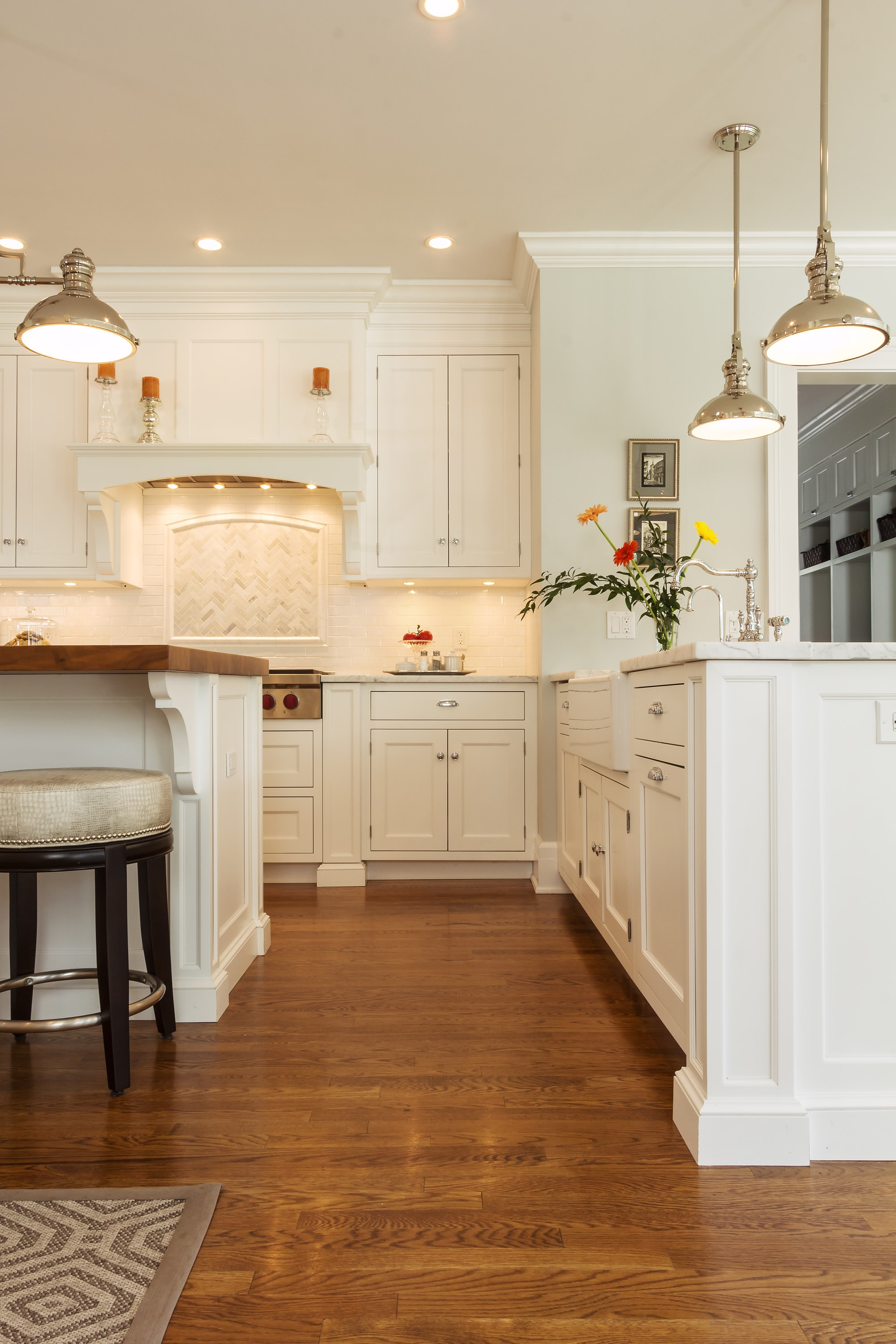 Transitional style kitchen with spacious floor
