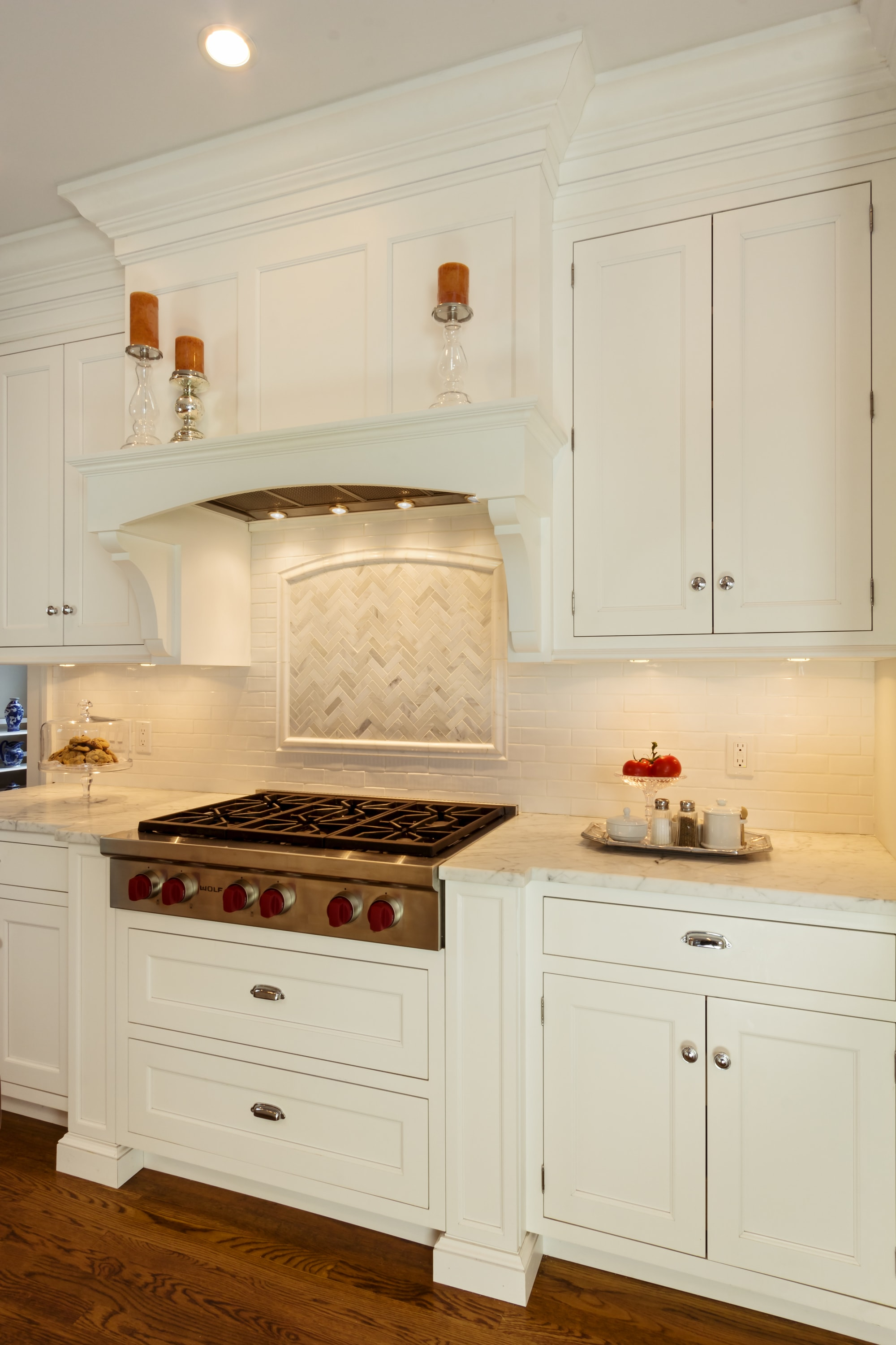 Transitional style kitchen with range and shelve