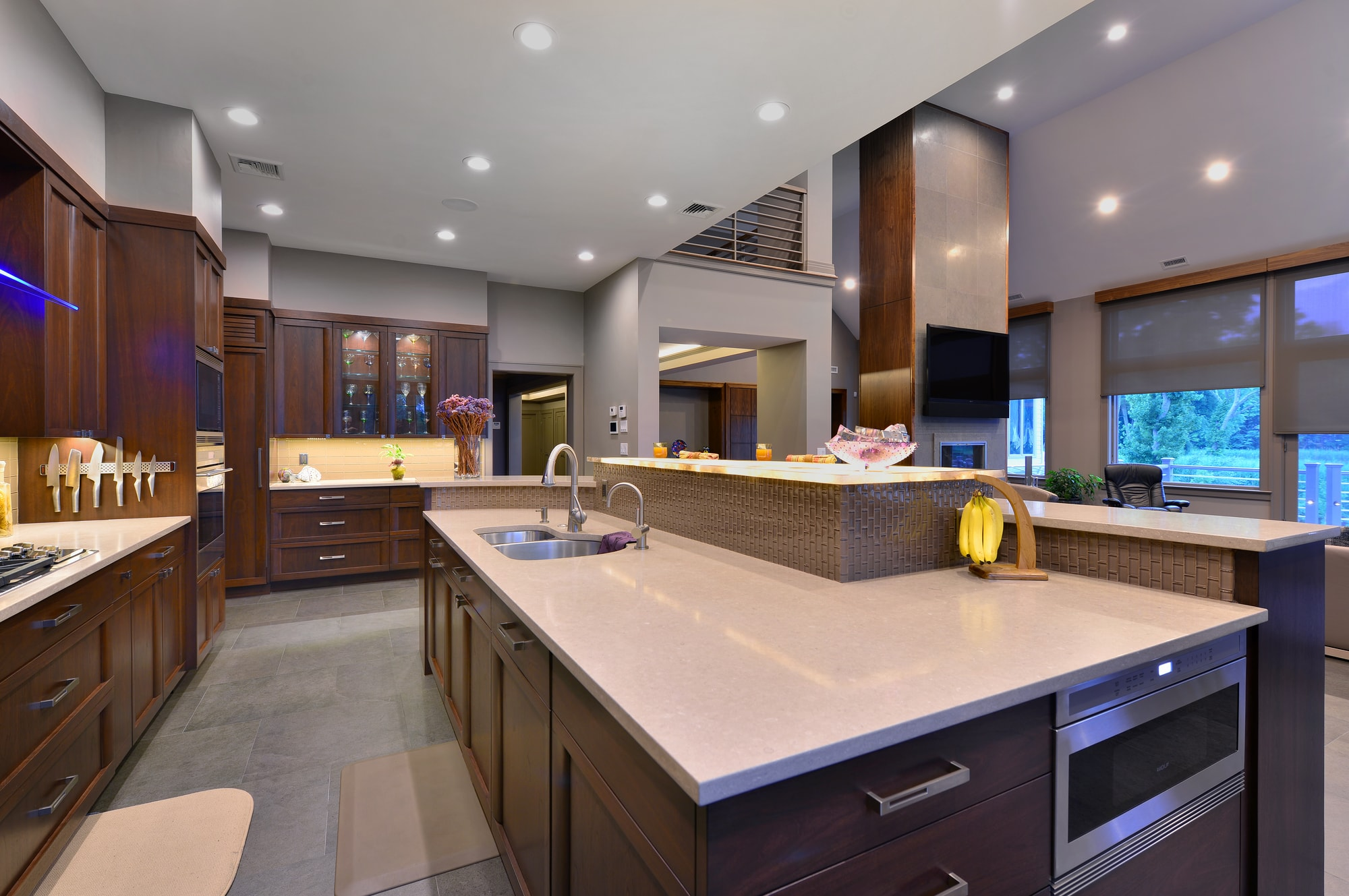 Transitional style kitchen with tiled floor
