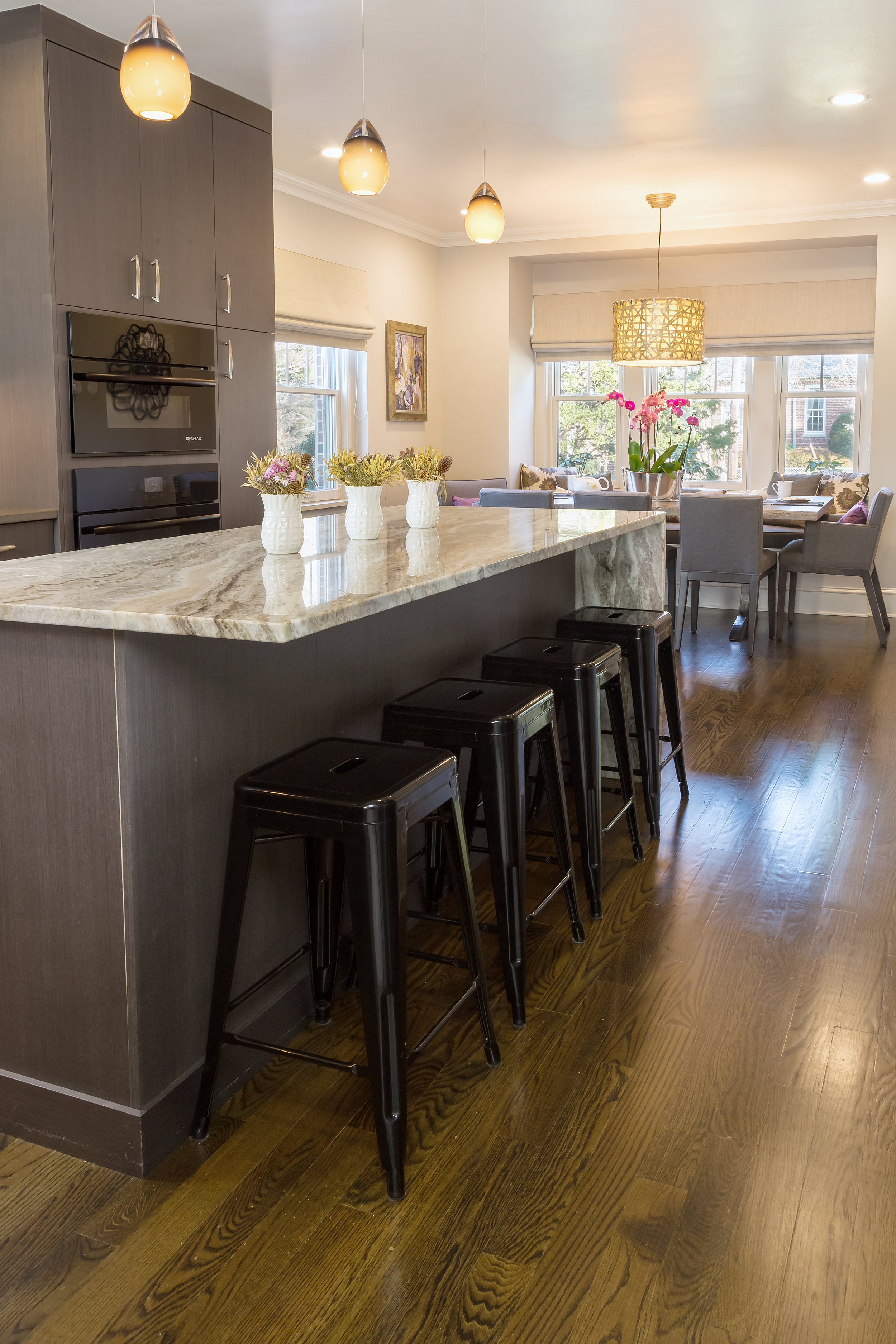 Contemporary style kitchen with center island and counter stools
