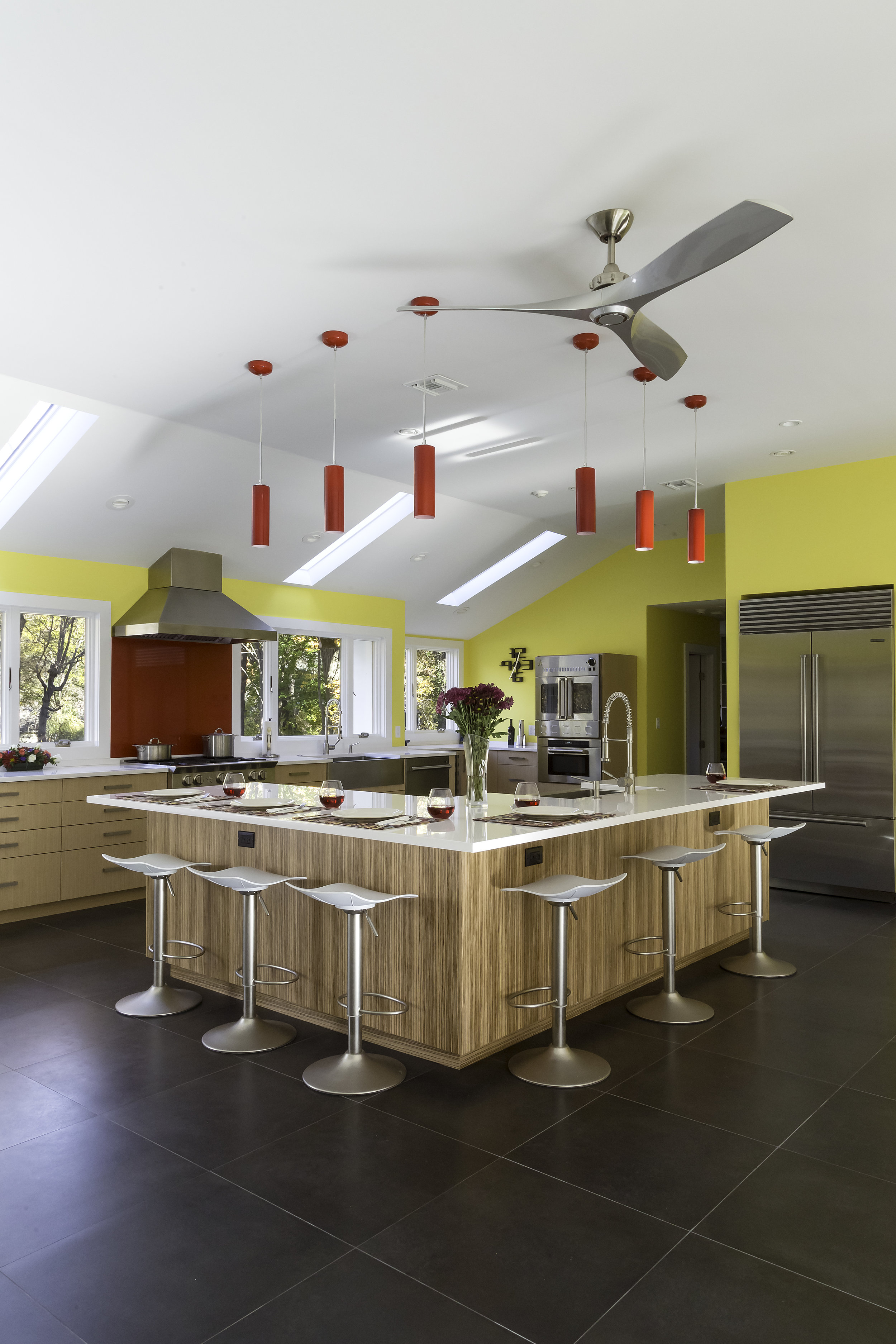 Contemporary style kitchen with L'shaped kitchen island