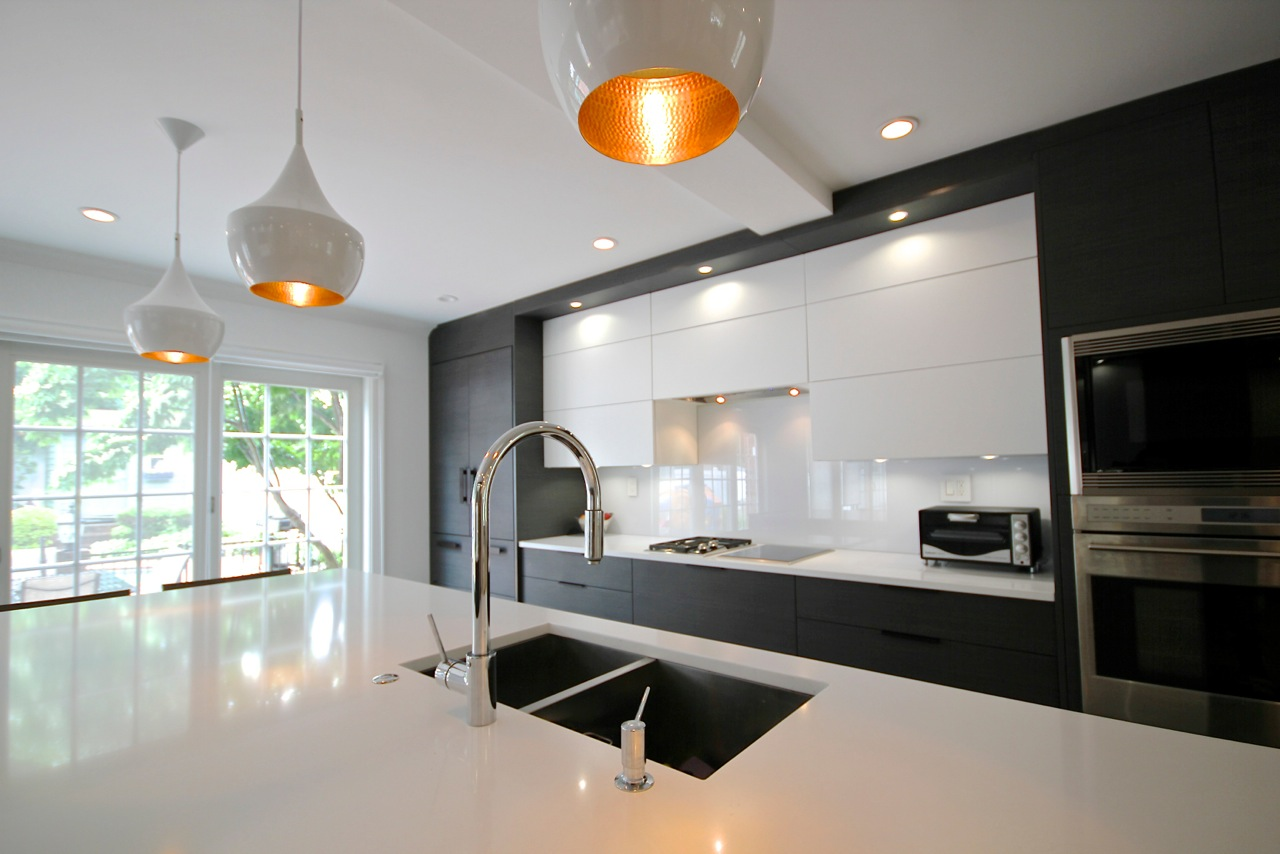 Contemporary style kitchen with double kitchen sink