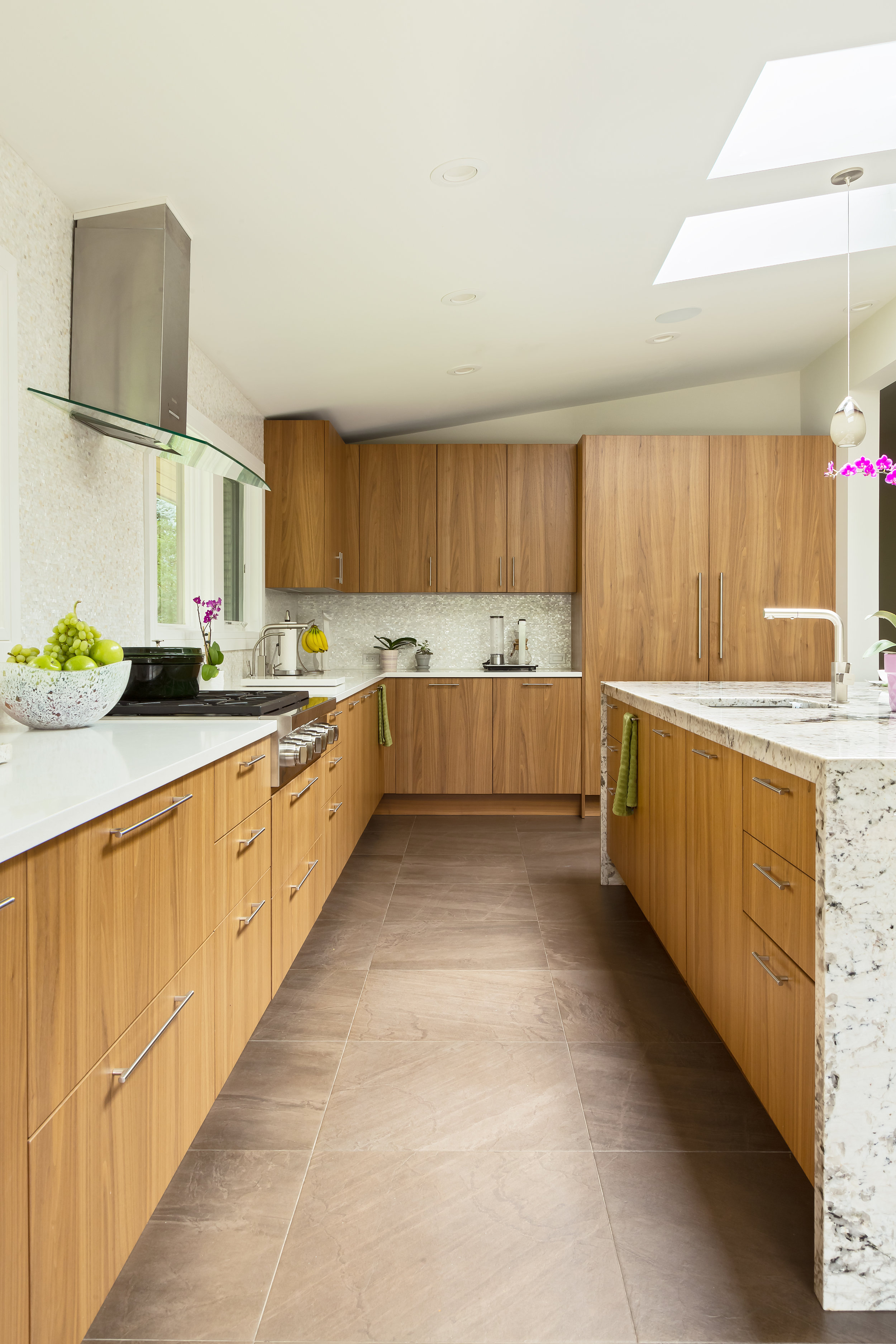 Contemporary style kitchen with tiled floor
