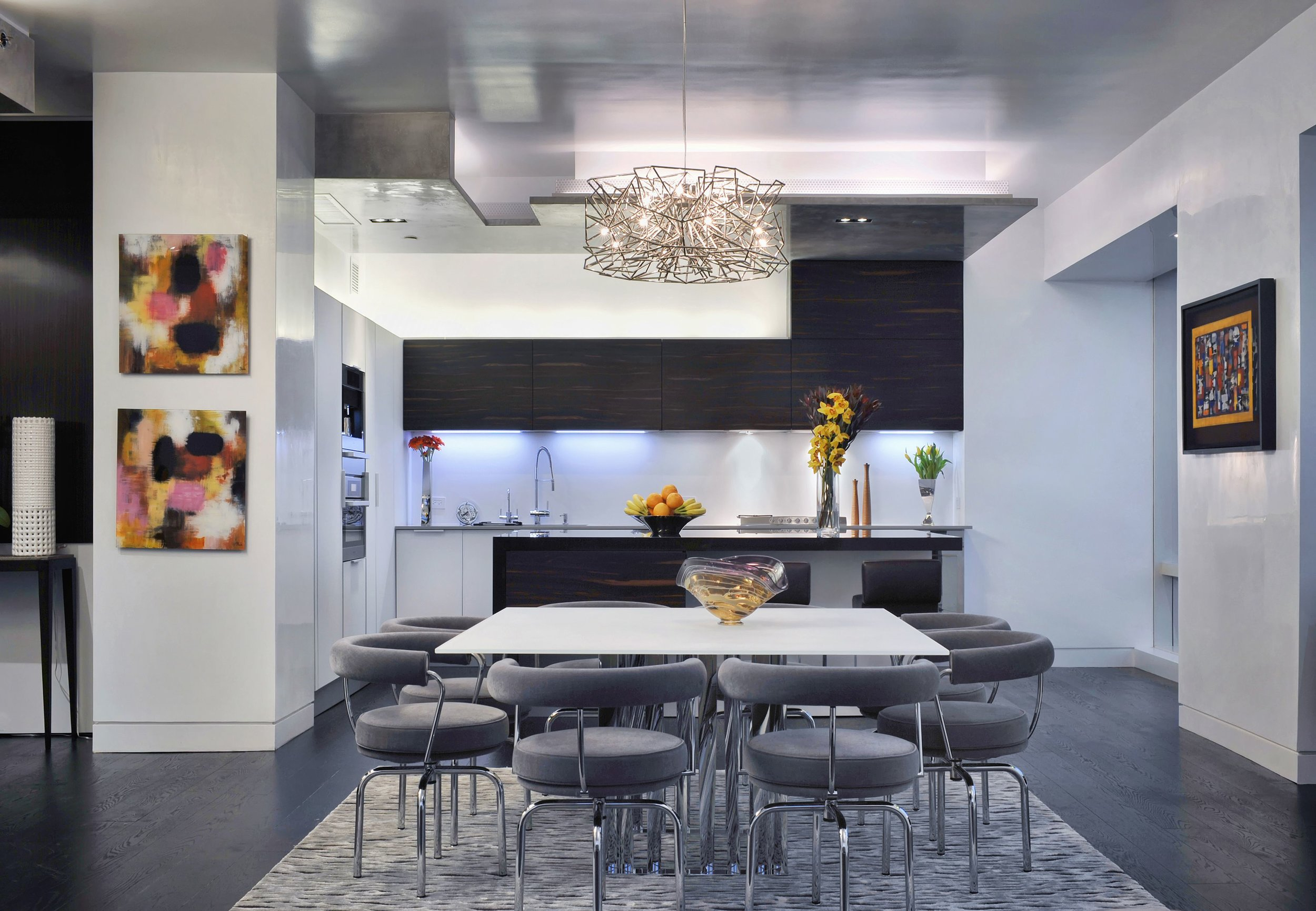 Contemporary style kitchen with breakfast table