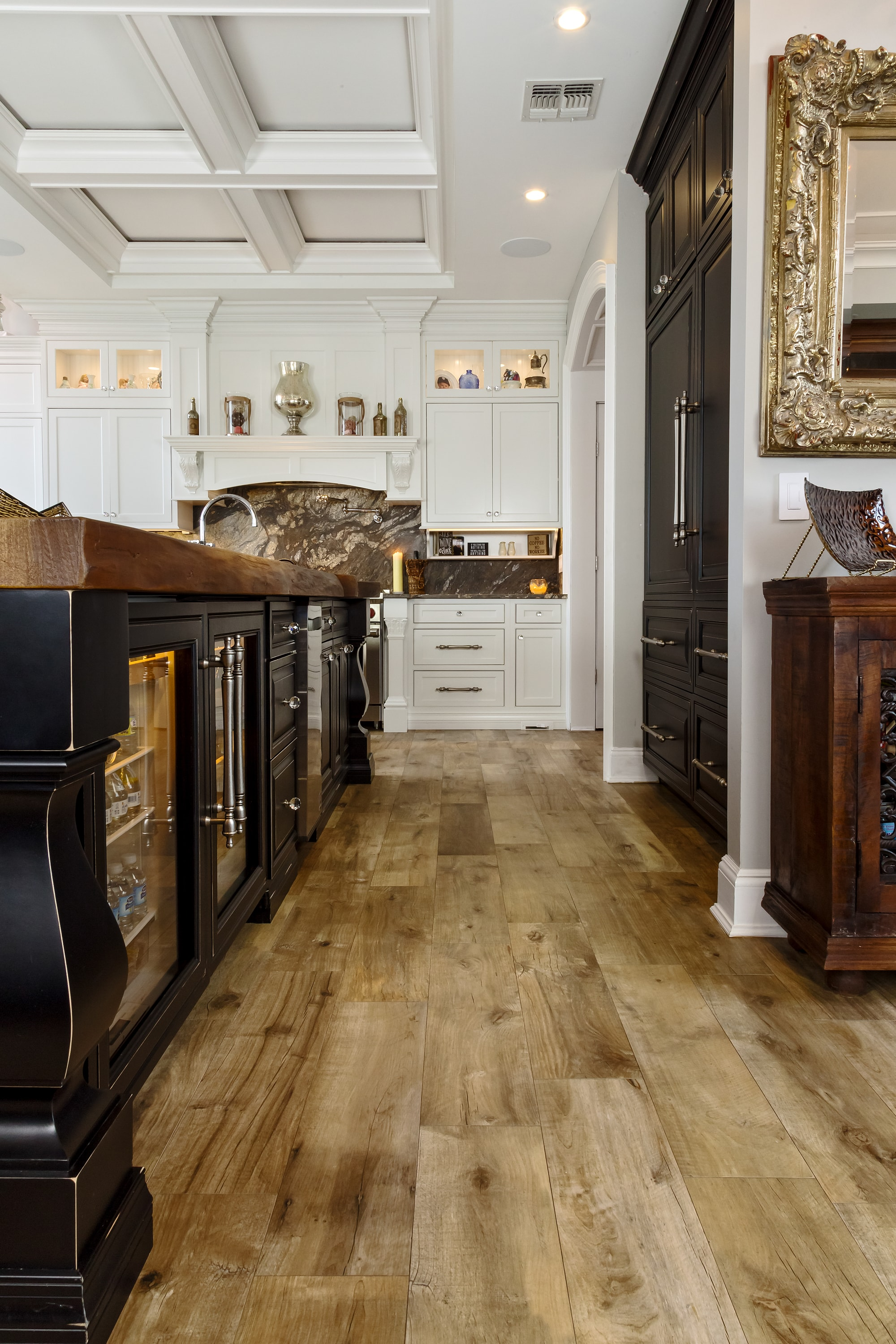 Traditional style kitchen with wooden floors