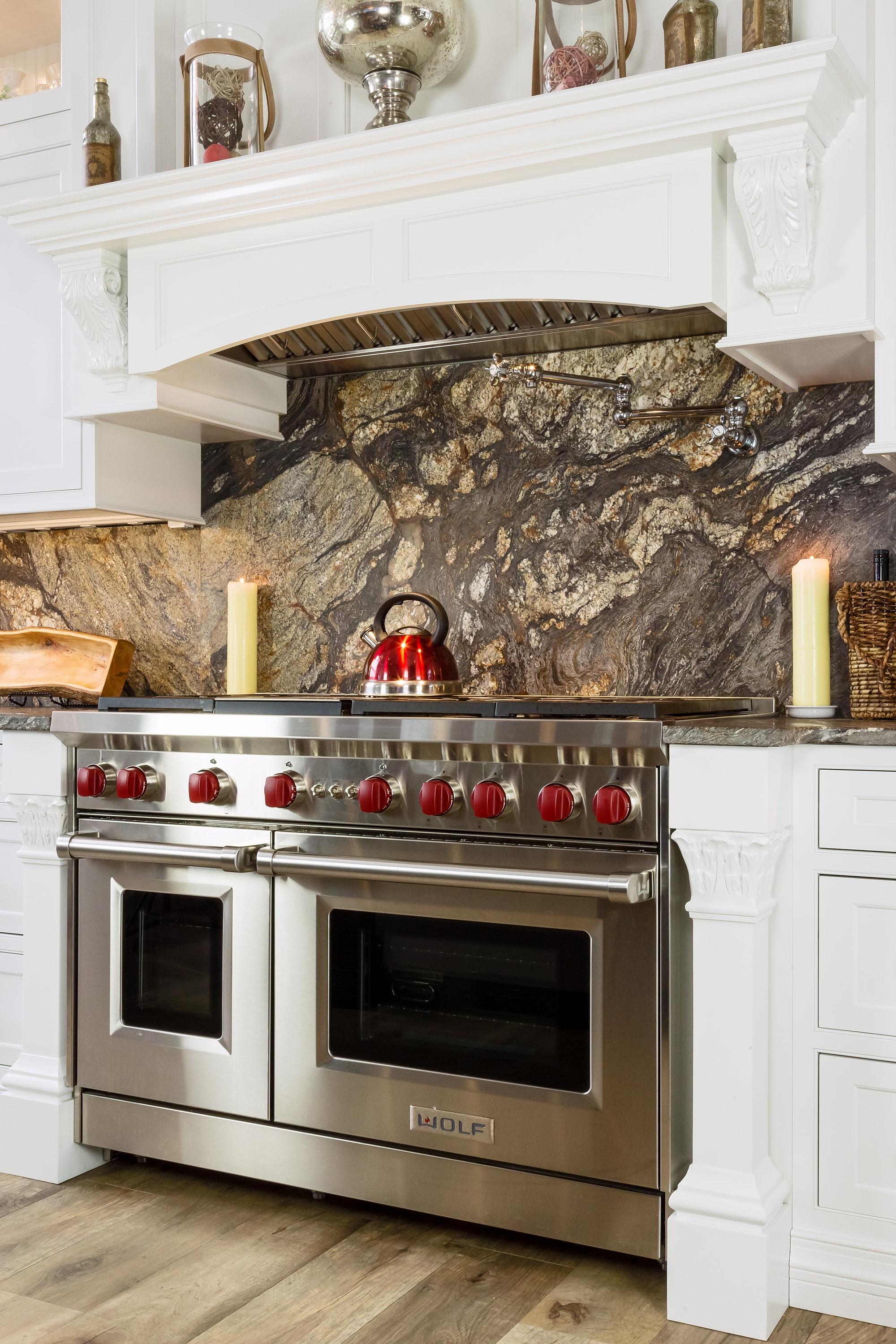 Traditional style kitchen with metallic backsplash
