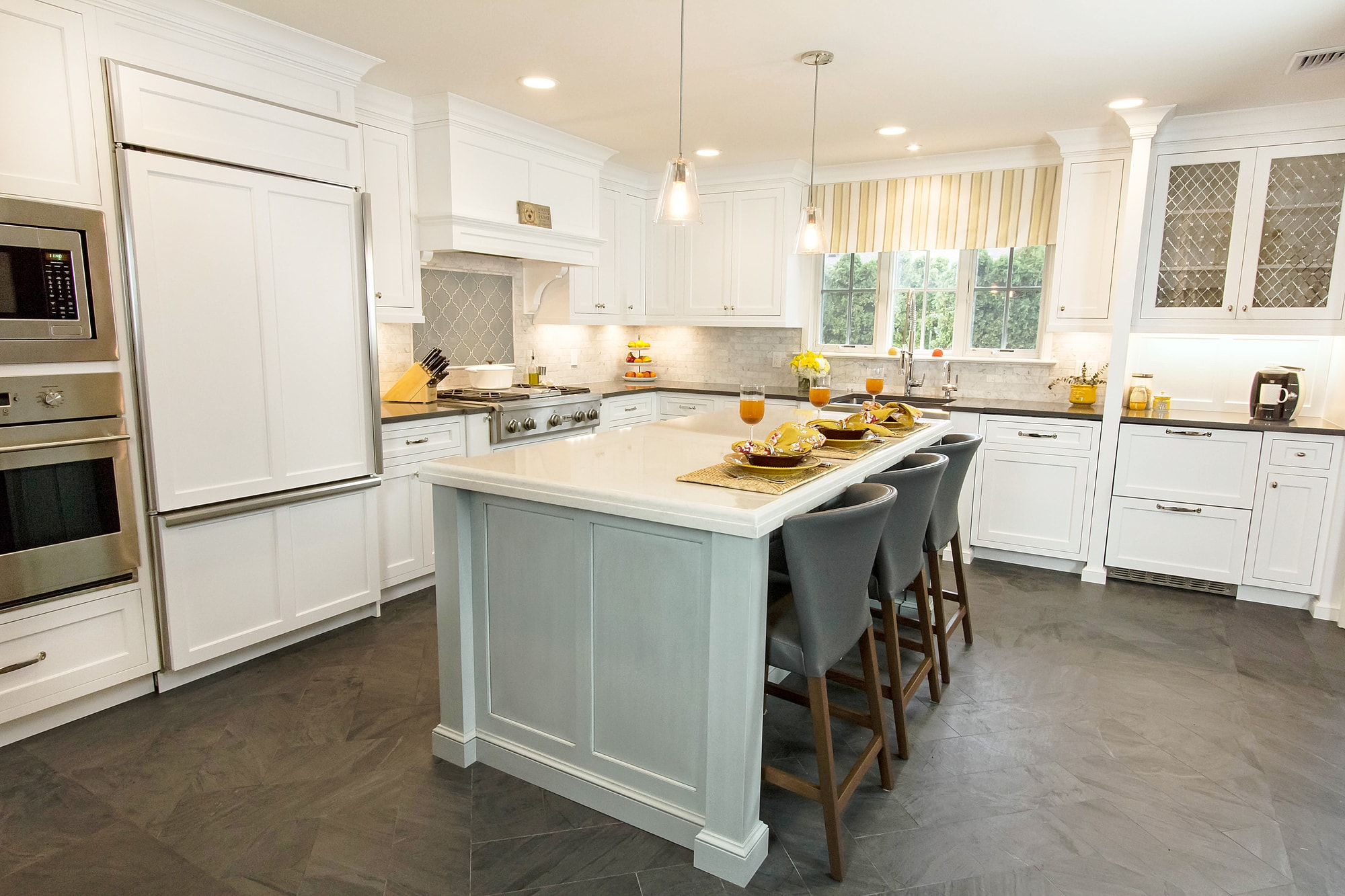 Traditional style kitchen with center kitchen island