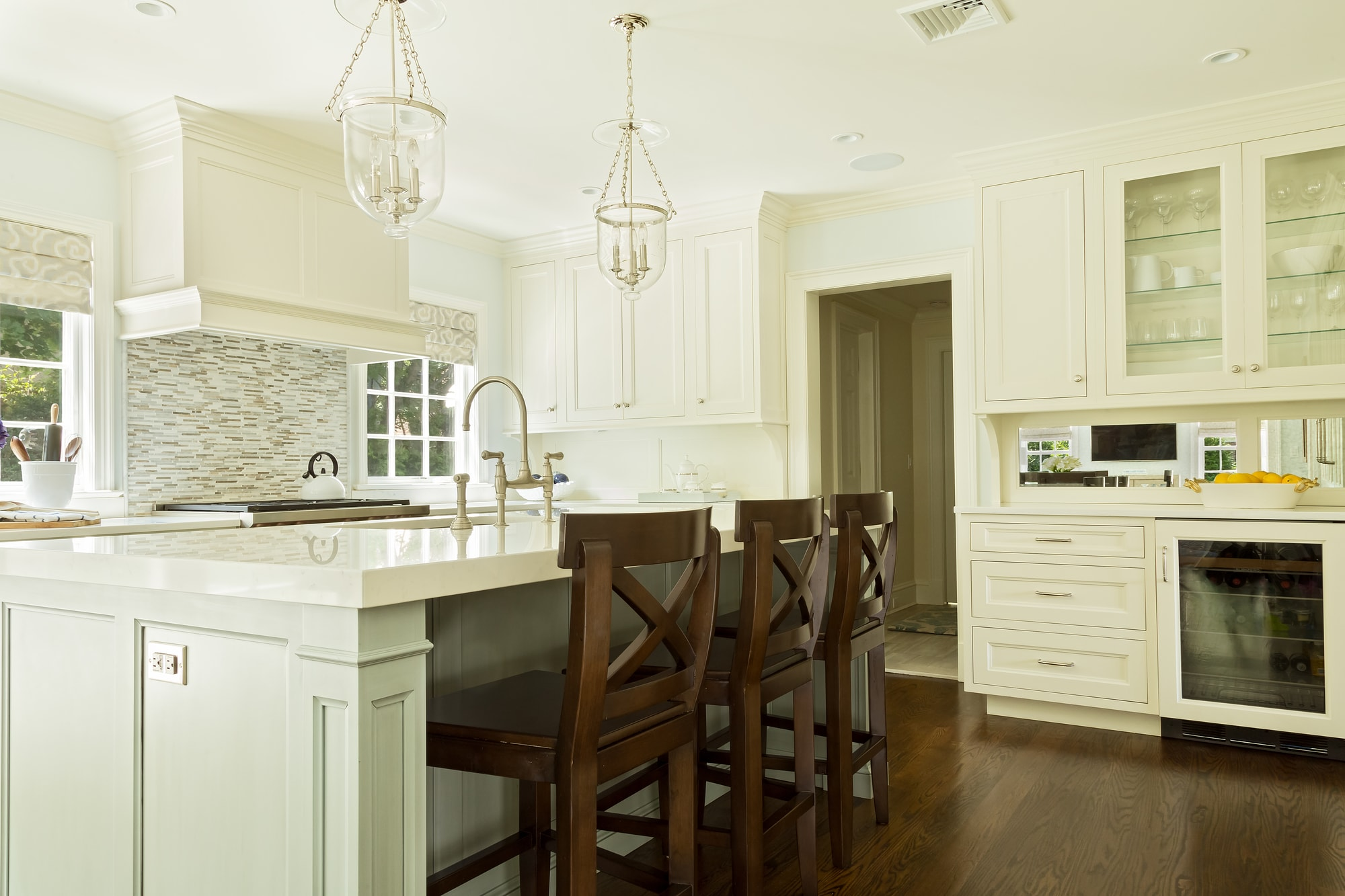 Transitional style kitchen with sink on kitchen island
