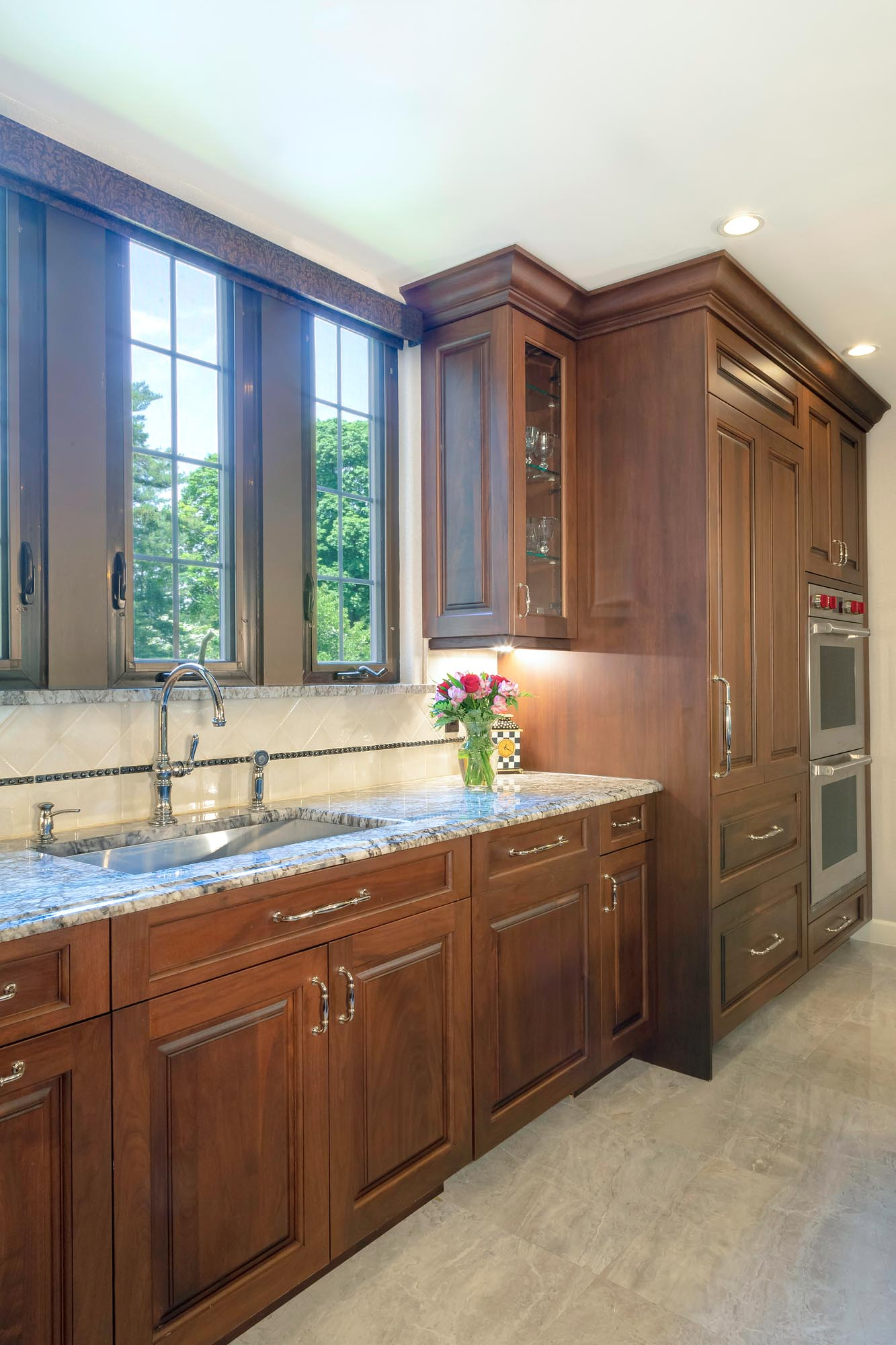 Traditional kitchen with granite countertop