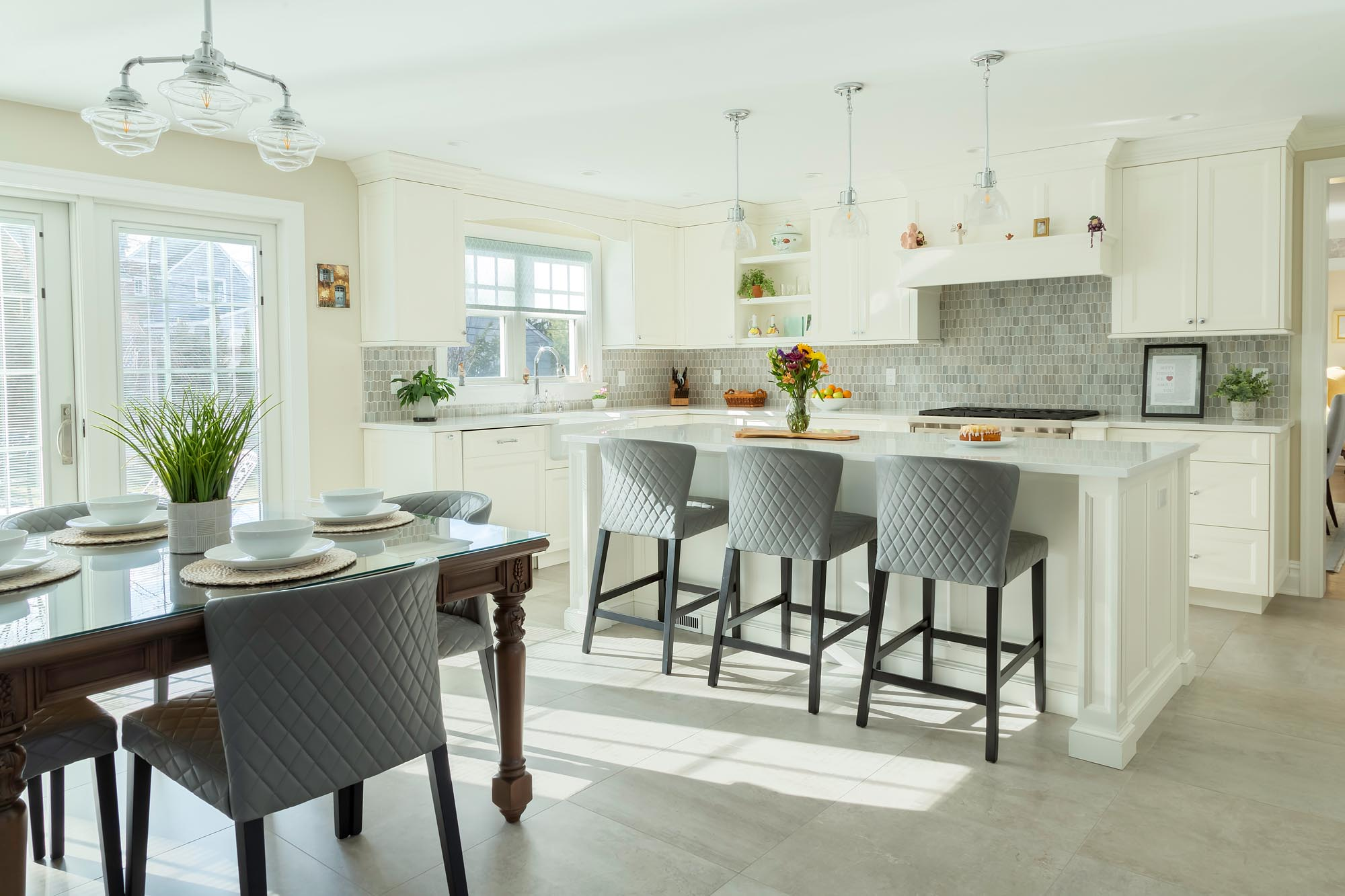 Transitional white kitchen with shaker cabinetry