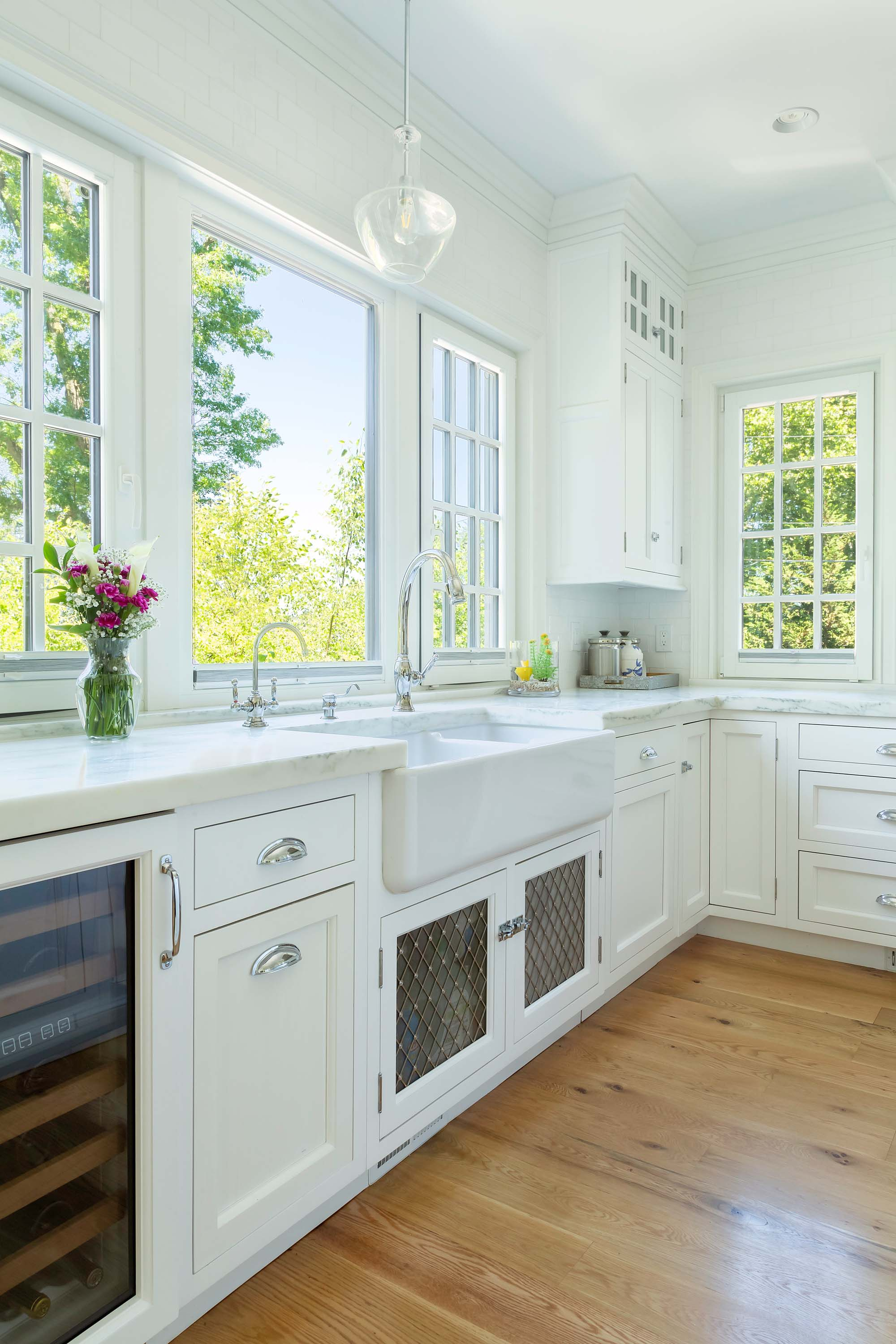 Transitional white kitchen with farmhouse sink