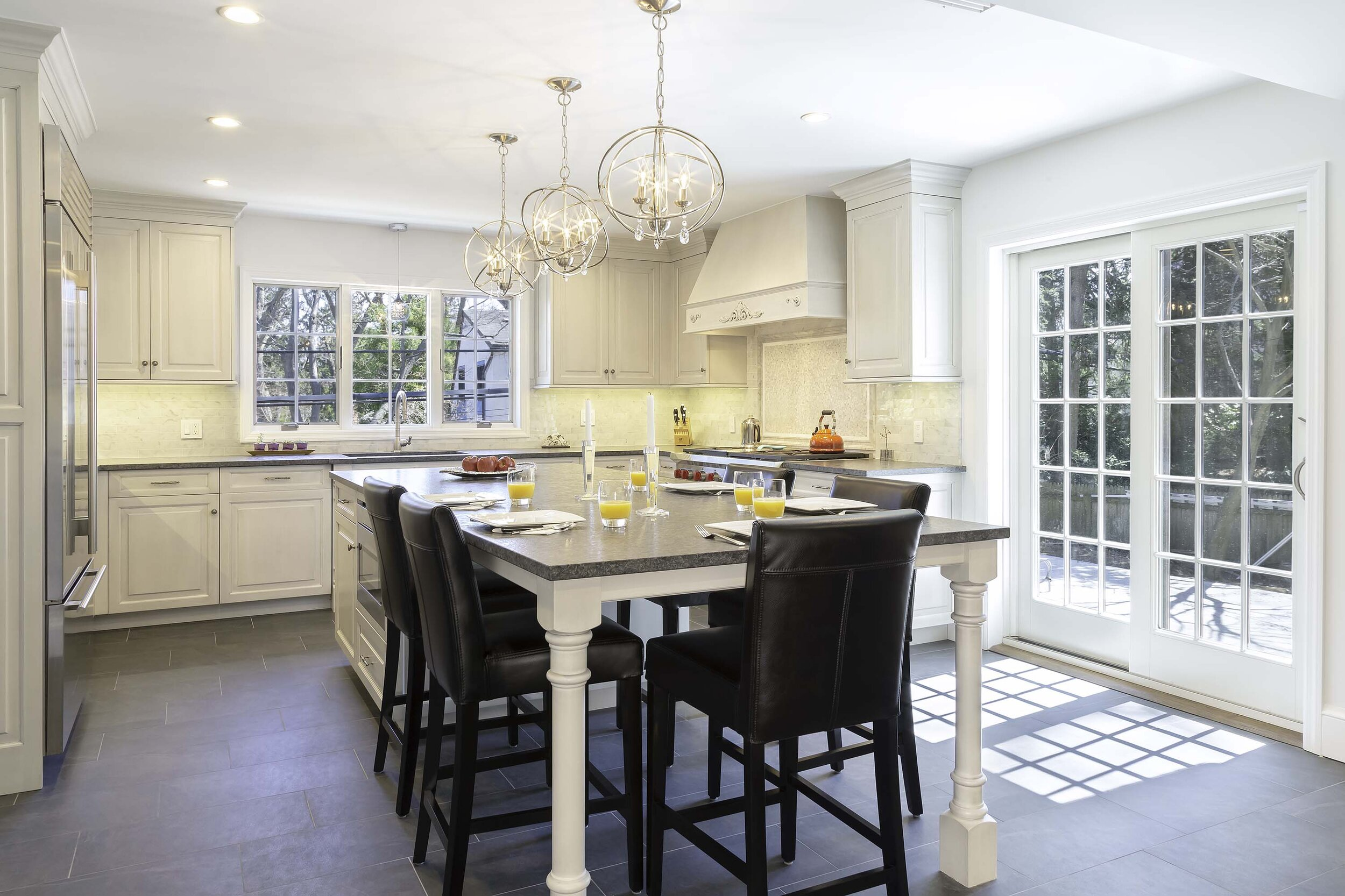 Long Island kitchen with carved corner island posts