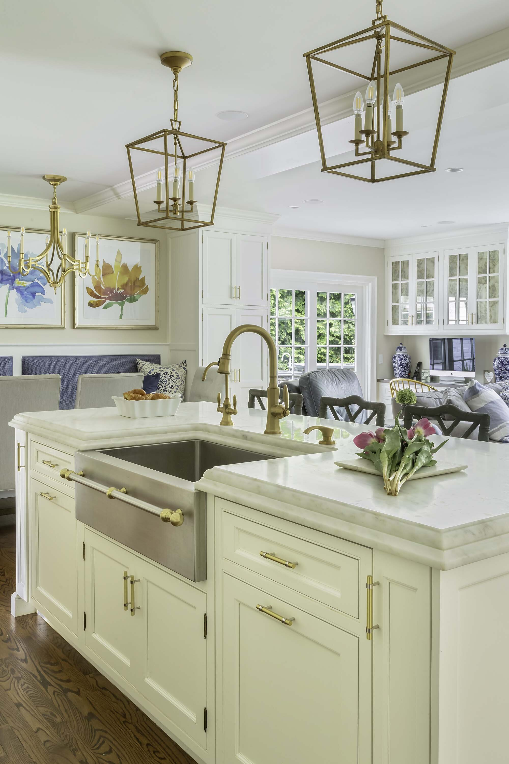 Transitional white kitchen include stainless steel farmhouse sink and brass hardware