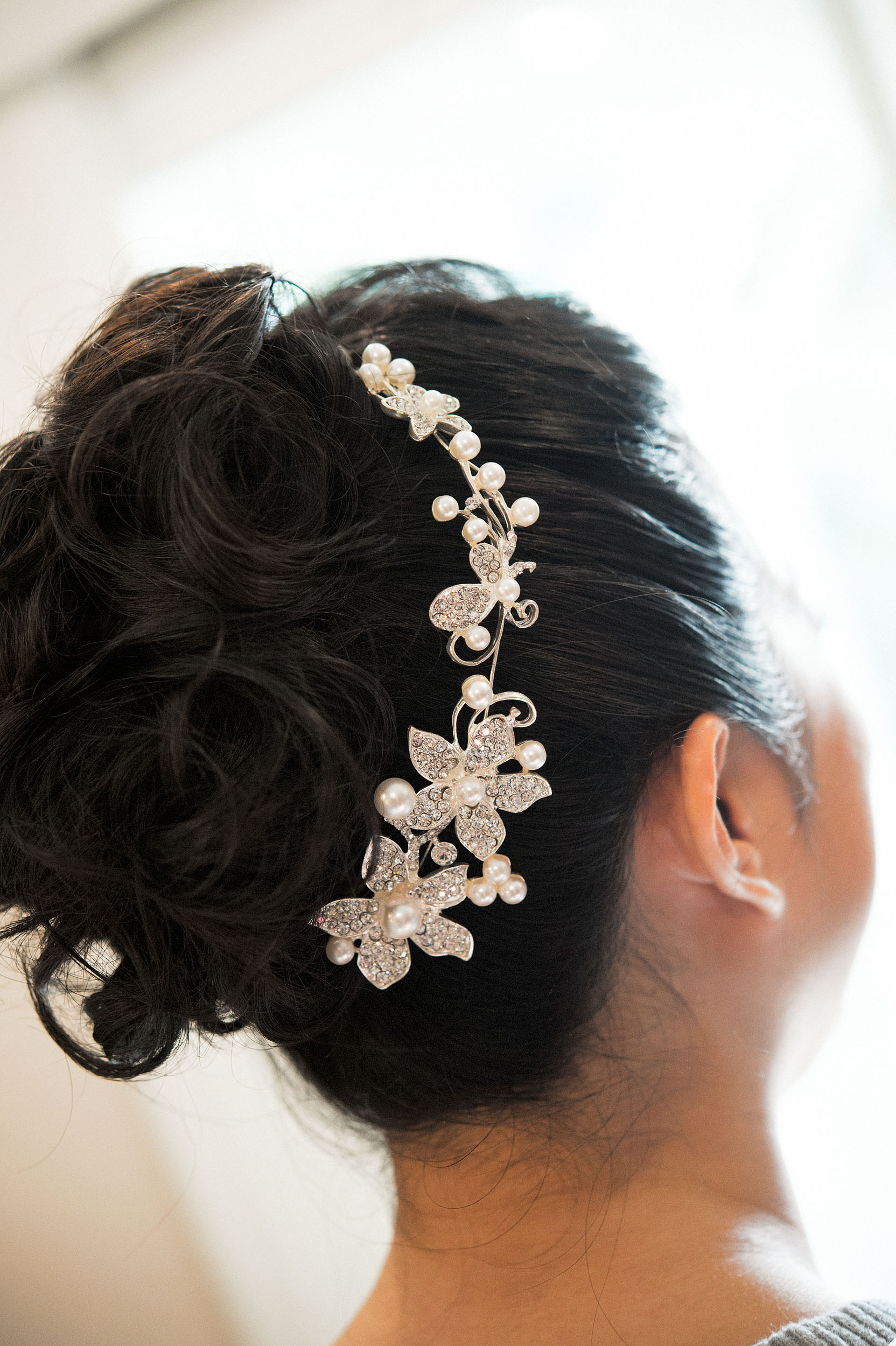 Bride wearing floral crystal and pearl hair clip.