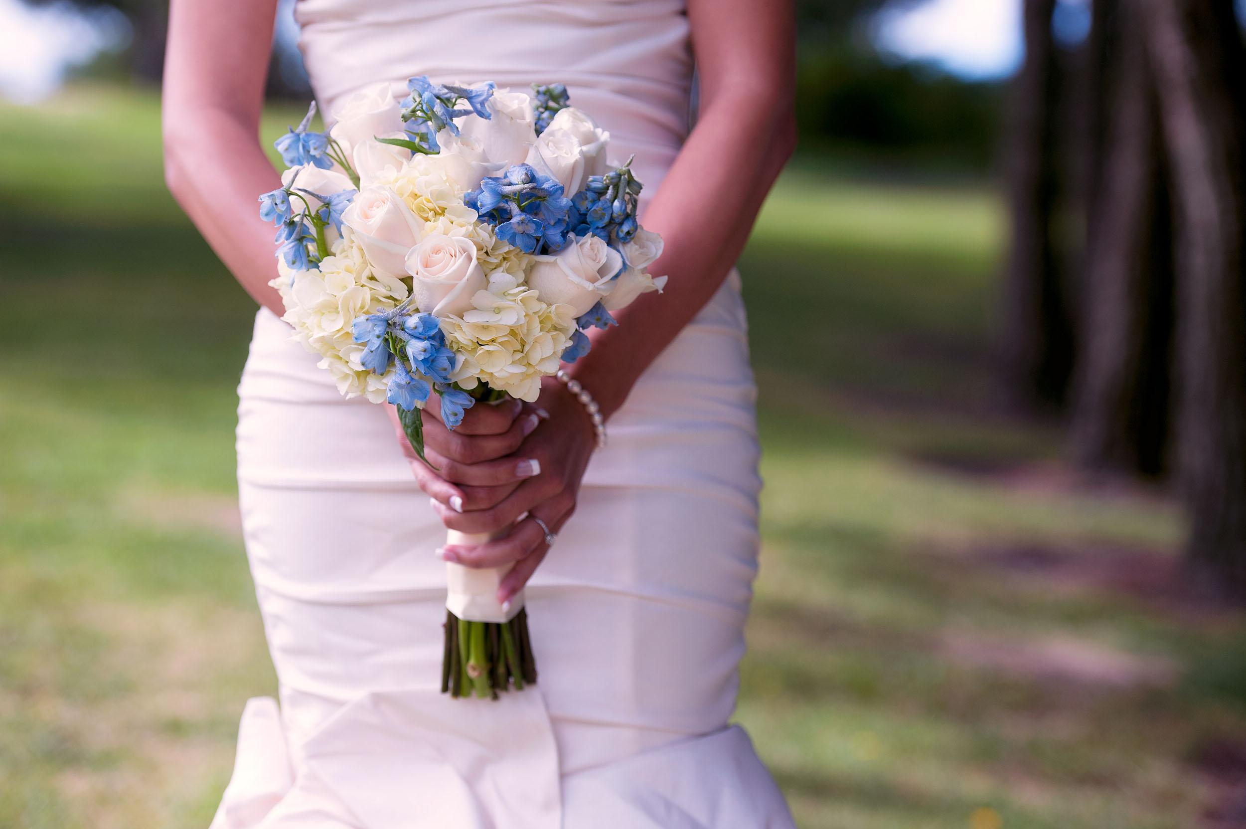 Bride with bouquet at Del Cerro Park in Rancho Palos Verdes.