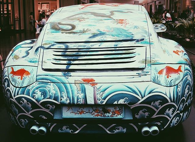 Some awesome artwork on a Porsche.