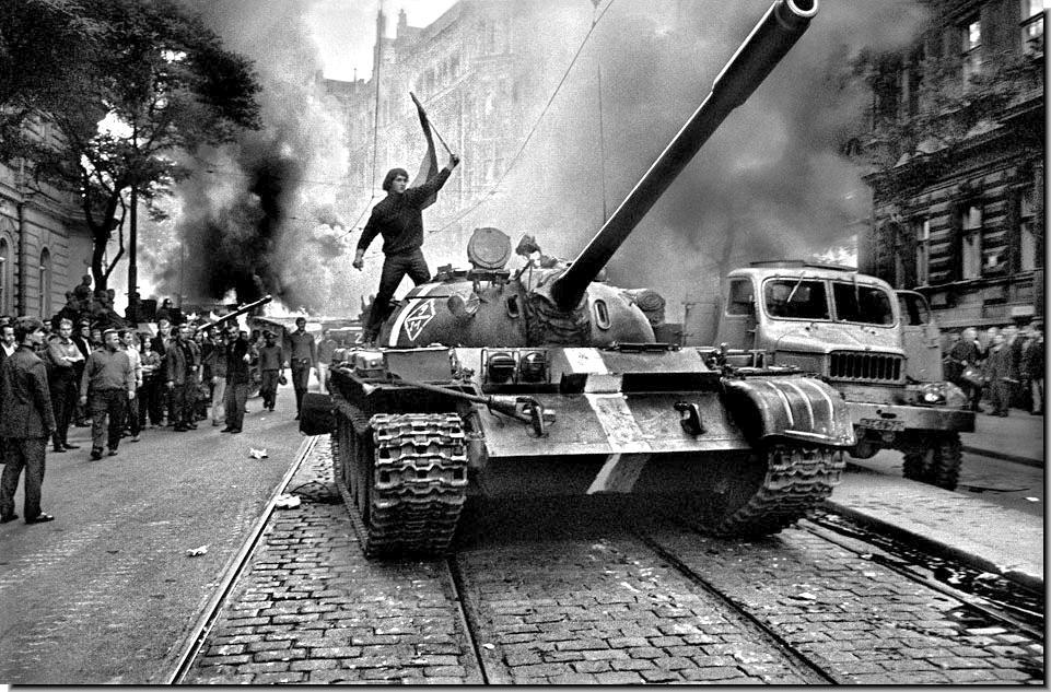 soviet-invasion-czechoslovakia-1968-002.jpg