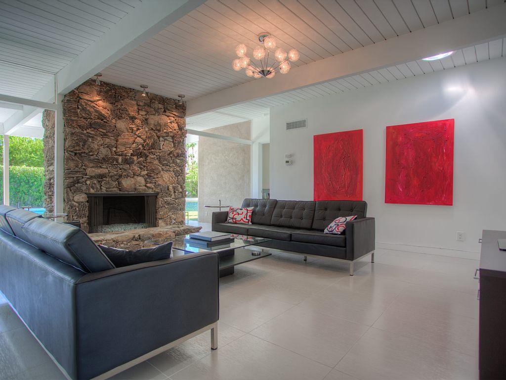 987granvialivingroomfireplace.jpeg