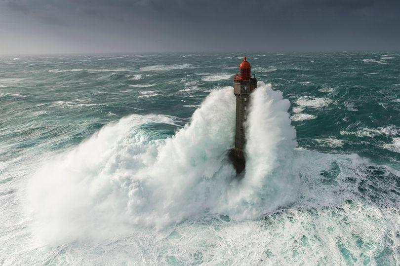 An-island-lighthouse.jpg