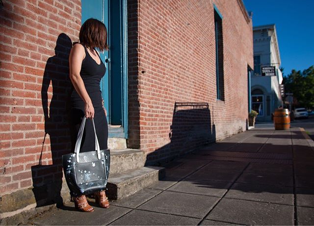 All black is so easy and nine times out of ten I will choose it 🖤🖤🖤 _ This tote elevates a simple dress and can add interest to any outfit.  You can check out more of the bags in person at @volamos_boutique .  Try one on, they are minimal, functional, and fit nicely on your shoulder. . . . . . . . . . . Photography @shawn_hale_photo. . . . . . . . #handpainted #handpaintedleather #handpaintedleatherhandbag #streetart #paintdrip #splatter #paintsplatter #Jacksonpollock #minimalista #minimaldesign #minimalaesthetic #minimalstyle #minimalluxe #minimallifestyle #minimalaccessories #minimalfashion #bossbabes #girlbosses #femaleentrepreneurs #womeninbusiness #womeninbiz #womenruletheworld #collaborationovercompetition #supportsmallbusiness #smallbusinesslife #smallbizowner #leatherbags #leatherbag #leathertote #leathertotebag