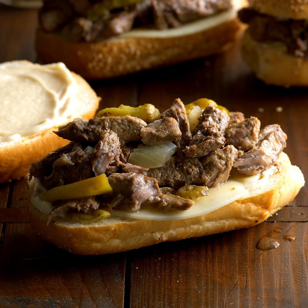 Italian-Sirloin-Beef-Sandwiches_EXPS_SCMBZ17_30688_B01_11_5b.jpg