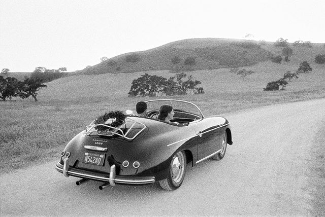 Ciao Bella! #porschespeedster #weddingcar #santabarbarawedding #kestrelpark #speedster #vintagespeedster #antiquecar #classiccar
