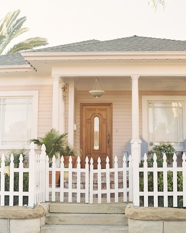 The quintessential Santa Barbara bungalow... our neighborhood is full of historic homes in pastel shades that take my breath away. I love how everyone puts so much love into their homes and decor here... #santabarbara #thebestplacetolive #santabarbarahouse #santabarbarahome #santabarbaracottage #santabarbarabungalow #historicbungalow #1900shome #pinkhouse #pastelpink