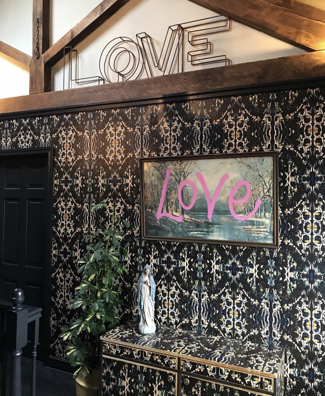 Our landing - Graffiti LOVE art by @mucknbrass, Vintage letters by @theenglishpolisher