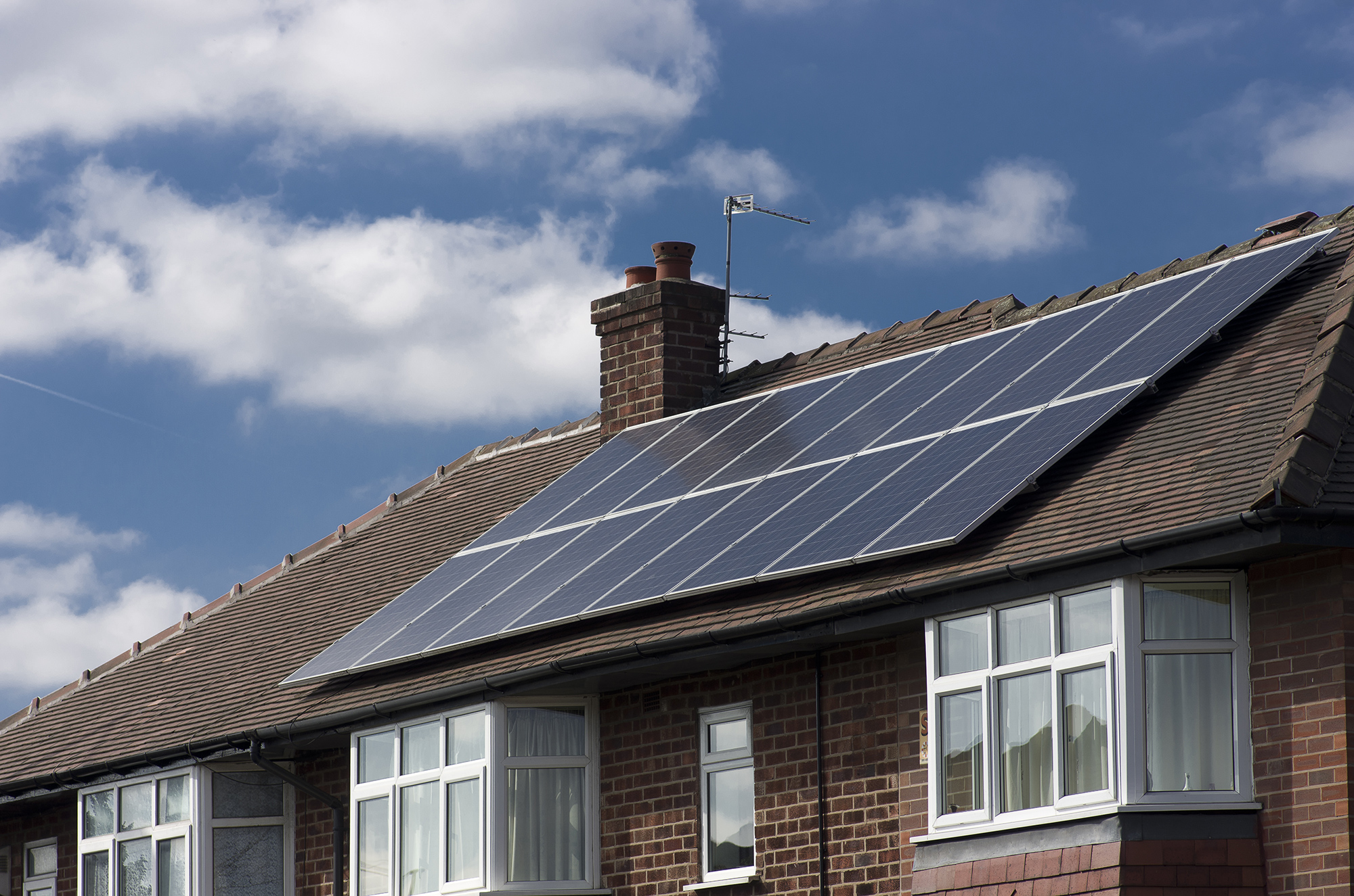 industry-energy-solar-united-kingdom-shutterstock_549748120.jpg