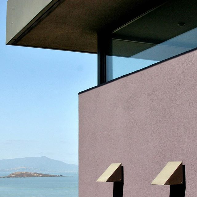 Fire has us thinking back to that house on the iconic Albany Hill. After a fire destroyed most of the home, the architect stepped up to redesign it around the 1/4 of the structure that remained a reusable portions of the foundation. The result was an open plan that brought spectacular San Francisco Bay views deep into the home while completing the project within the constraints of the insurance budget. #outoftheashes #likeaphoenix Explore the Albany Hill house at Altmann-associates.com.⠀ .⠀ .⠀ .⠀ #AltmannAssociates #homerenovation #firerebuild #rebuiltafterfire #contractor #generalcontractor #minimaliststyle #midcenturymodern #midcentury #modern #modernism #modernist #modernisthome #midcenturymodernarchitecture #Albany #AlbanyHill #Californialiving #homewithaview #customhome #exteriorplastering #design #designideas #wallfinishes #walldecor #exteriordesign #exteriorplastering⠀
