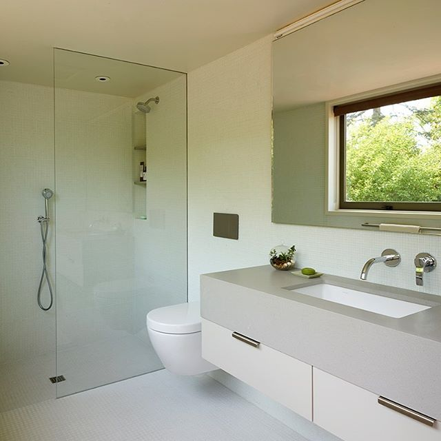 Earlier this week we talked about the kitchen we worked on for the 2017 #fischerarchitecture update to the 1948 Henry Hill designed Mid-Century classic in the Berkeley hills. While the kitchen featured a spectacular western vista, this period-perfect green bath illustrates the calming effect of the foreground garden. Key to the garden window reflected in the vanity mirror. What a wonderful way to face the world each morning, no? Explore more about the project on our website at altmann-associates.com. (Link in bio.)⠀⠀ ⠀⠀ -⠀⠀ The renovation was designed by #fischerarchitecture and featured in @Curbed, and an @AIAEastbay #hometours2017 A special🎩 to #maryjobowling for the article, and @lesliewilliamson for the photography.⠀⠀ .⠀⠀ .⠀⠀ #AltmannAssociates #minimaliststyle #homerenovation #midcenturymodern #midcenturymodernbath #midcentury #modern #modernism #modernist #Berkeley #Berkeleyhills #modernisthome #midcenturymodernarchitecture #bathdesign #bathsofinstagram #minimaliststyle #homerenovation #midcenturymodern #midcentury #secondbaytradition #Berkeley #Berkeleyhills #californialiving
