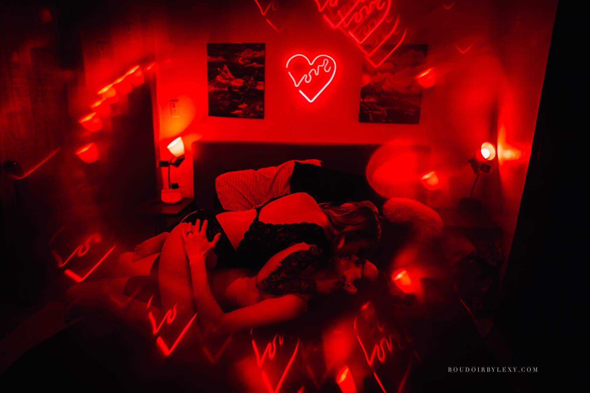 RED LIGHT COUPLES SESSION BOUDOIR BY LEXY CEDAR FALLS IOWA-6.jpg