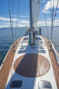 Hobart day sails and cruises - Choose from a number of leisurely day trips to Peppermint Bay, the Tasman Peninsula, Bruny Island, Maria Island, or sailing the Derwent on a Tall Ship.