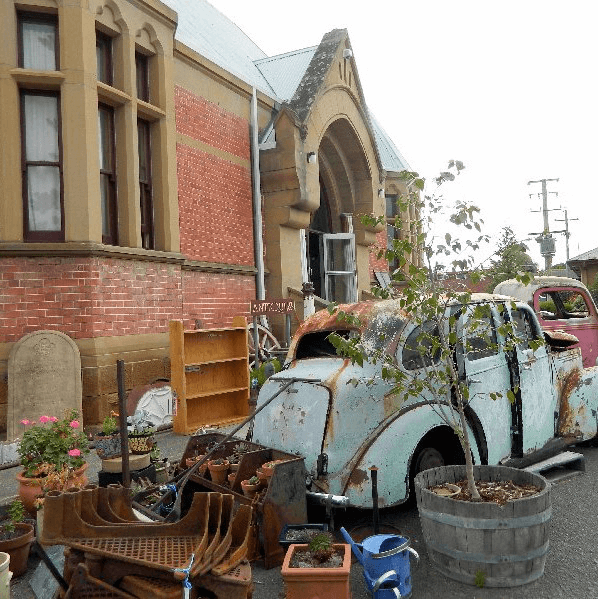 Willow Court Antiques - A huge diverse and eclectic collection of antique and vintage wares.