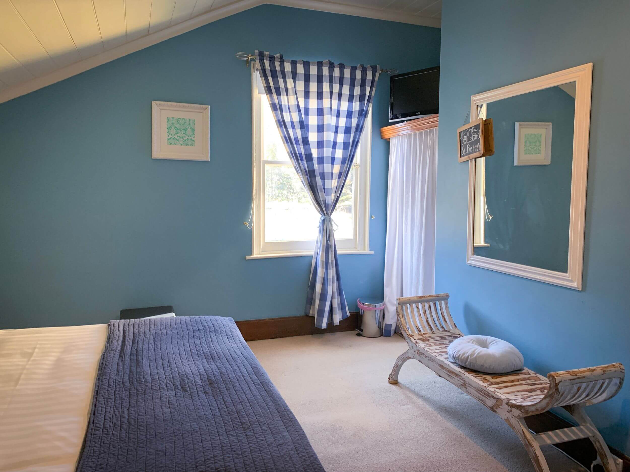 Blue bird and Berry | Stanton Farmhouse | boutique accommodation Tasmania