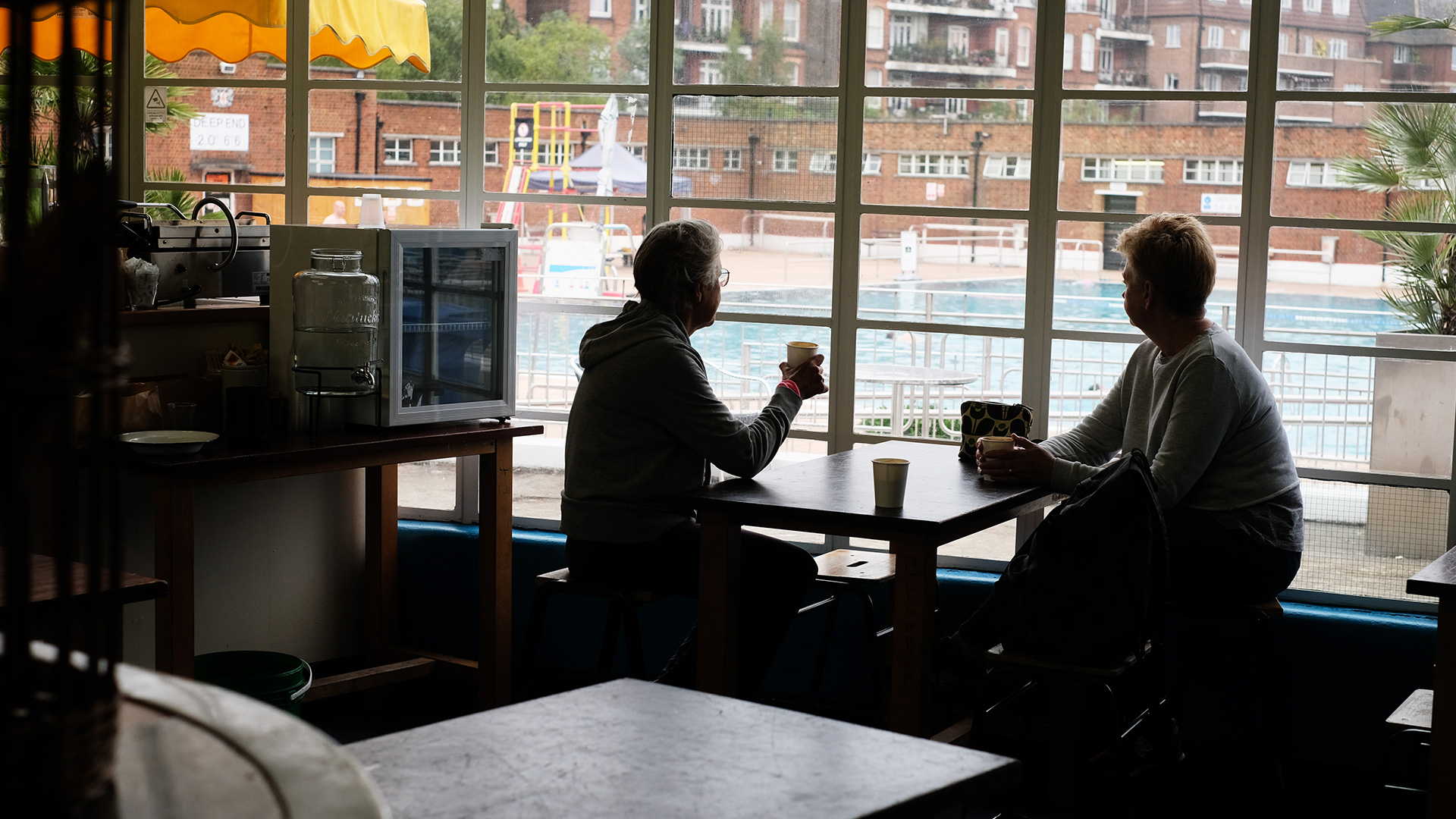 cafe_pics_watching_the_lido.jpg