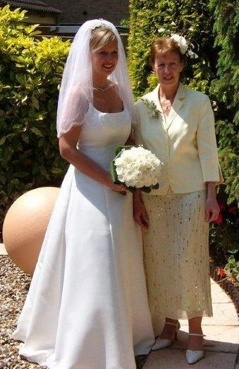 caroline and her mum on the morning of her wedding