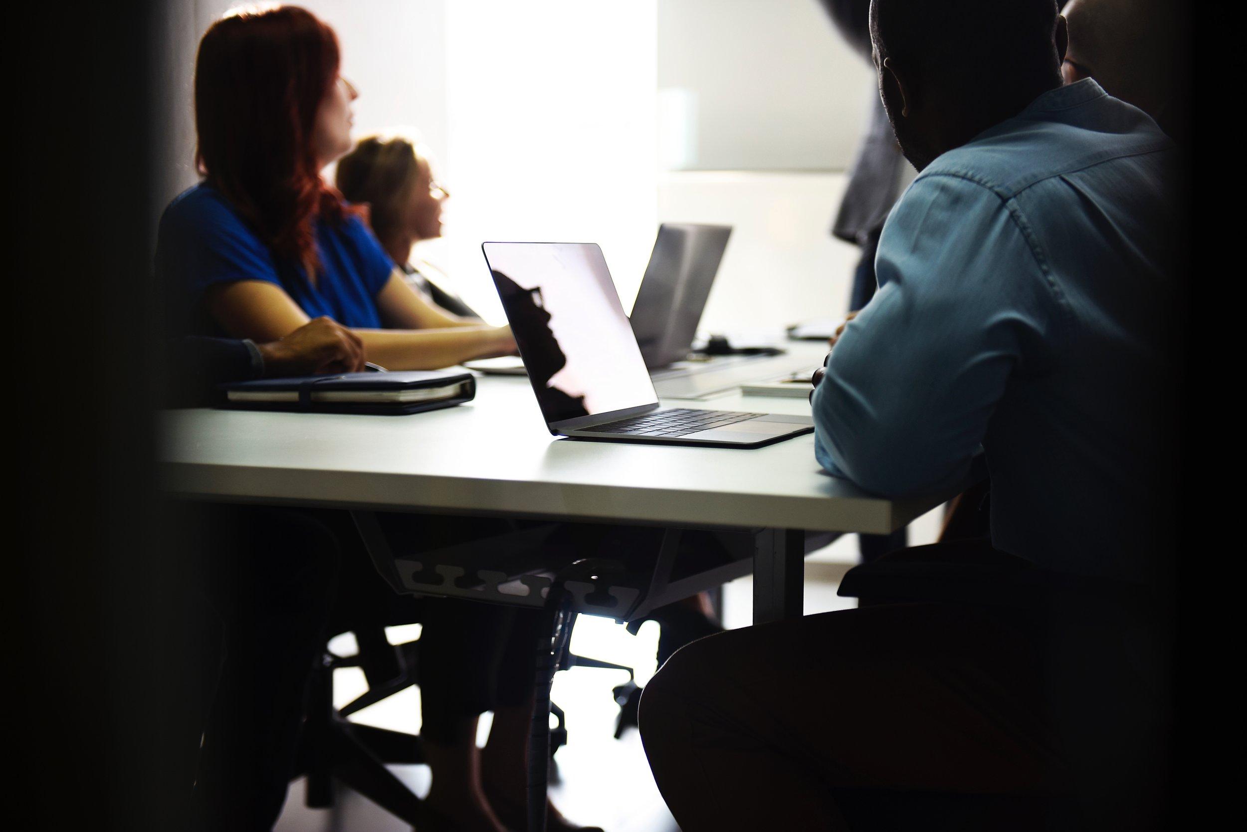 Vi utbildar din verksamhet - Vi vet att övergrepp går att förebygga och att omgivningen kan bemöta den som drabbats på ett stödjande sätt. Läs mer om utbildningar och föreläsningar.