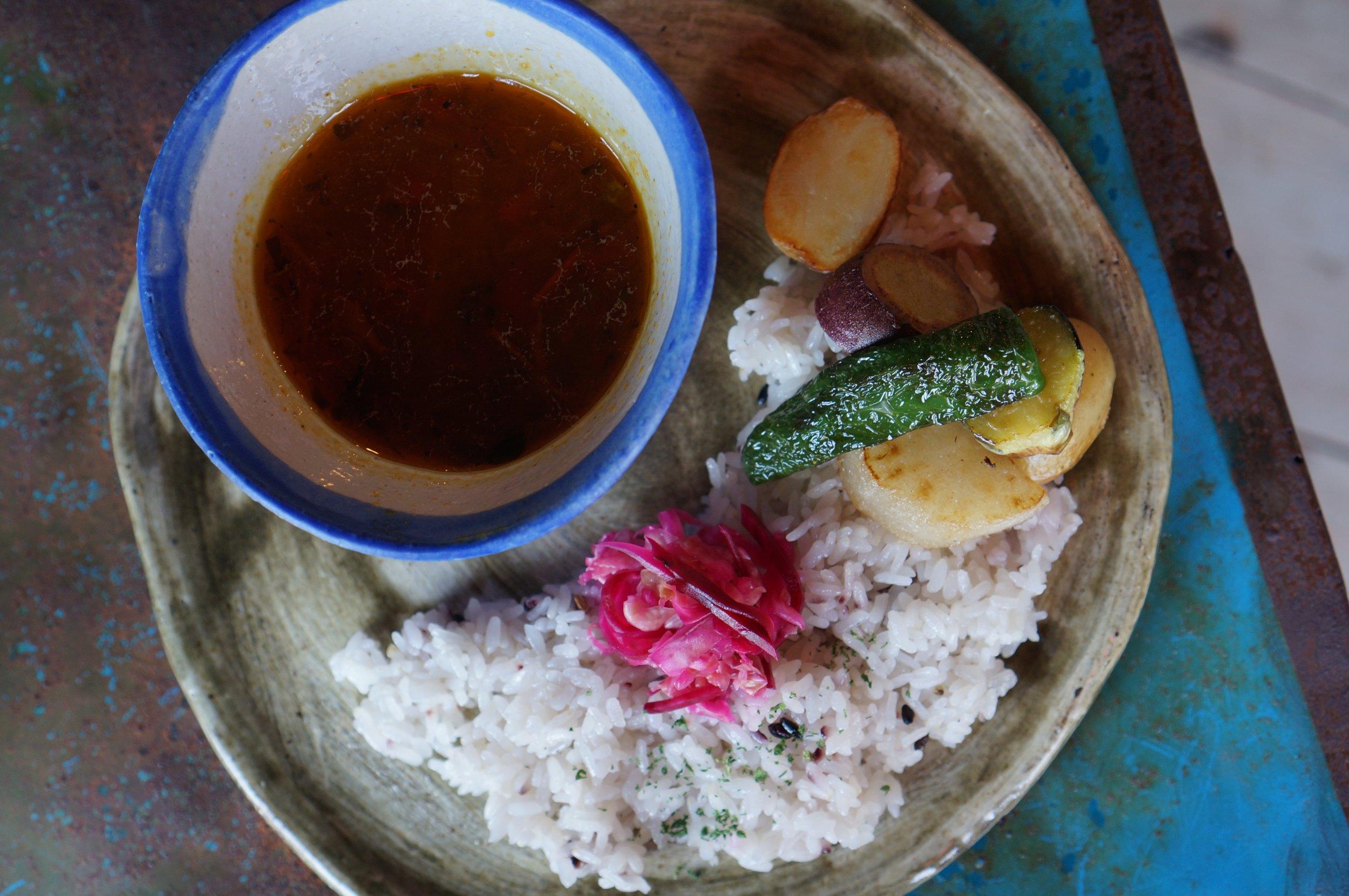 県内産の野菜をふんだんに使った、ルージュのベジカレー