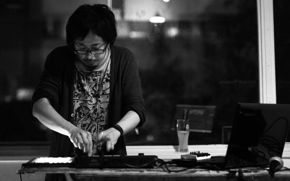 Yamori (electronics)  electronics/電子音響 楽曲制作、ライブペイントとのセッションや様々なジャンルとの即興演奏等で活動中  【SNS】 @Yamori_q