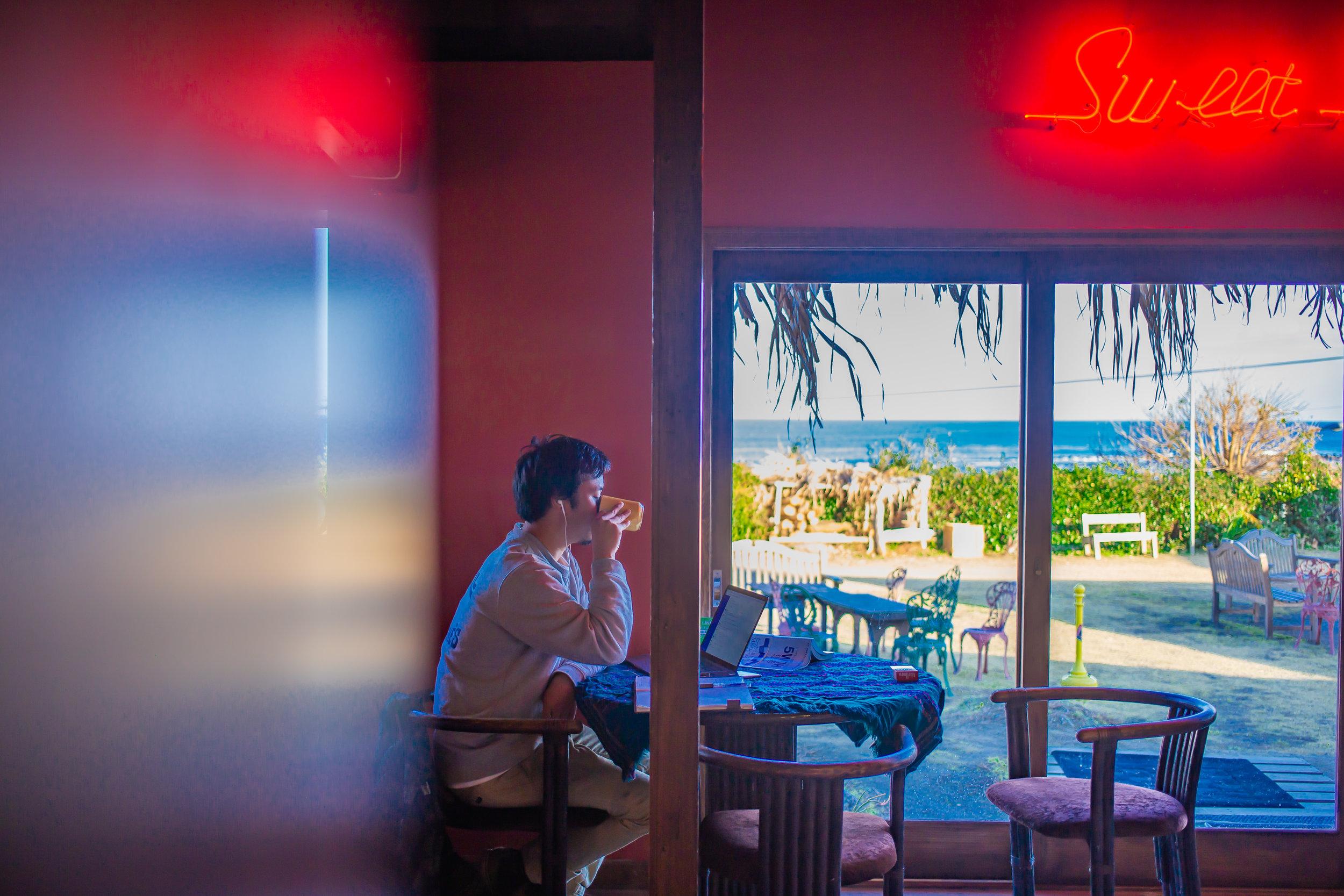 ルージュの伝言(カフェ)で仕事するのが一番落ち着く。美味しいコーヒーを飲みながら外の景色を堪能しながら仕事モード